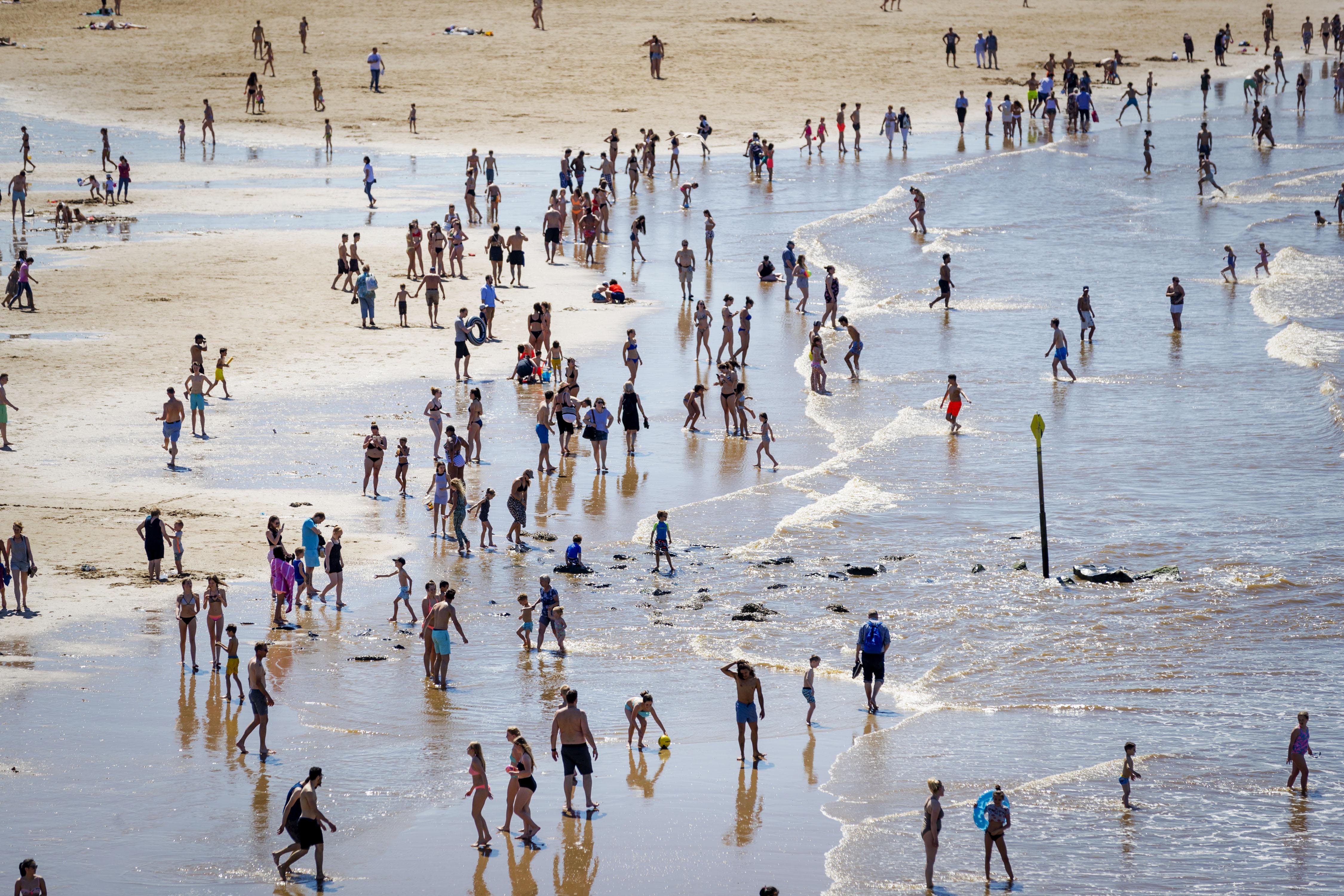 Rode vlag op strand, zwemmers overleden bij Den Haag, Wijk aan Zee en Zandvoort [update]