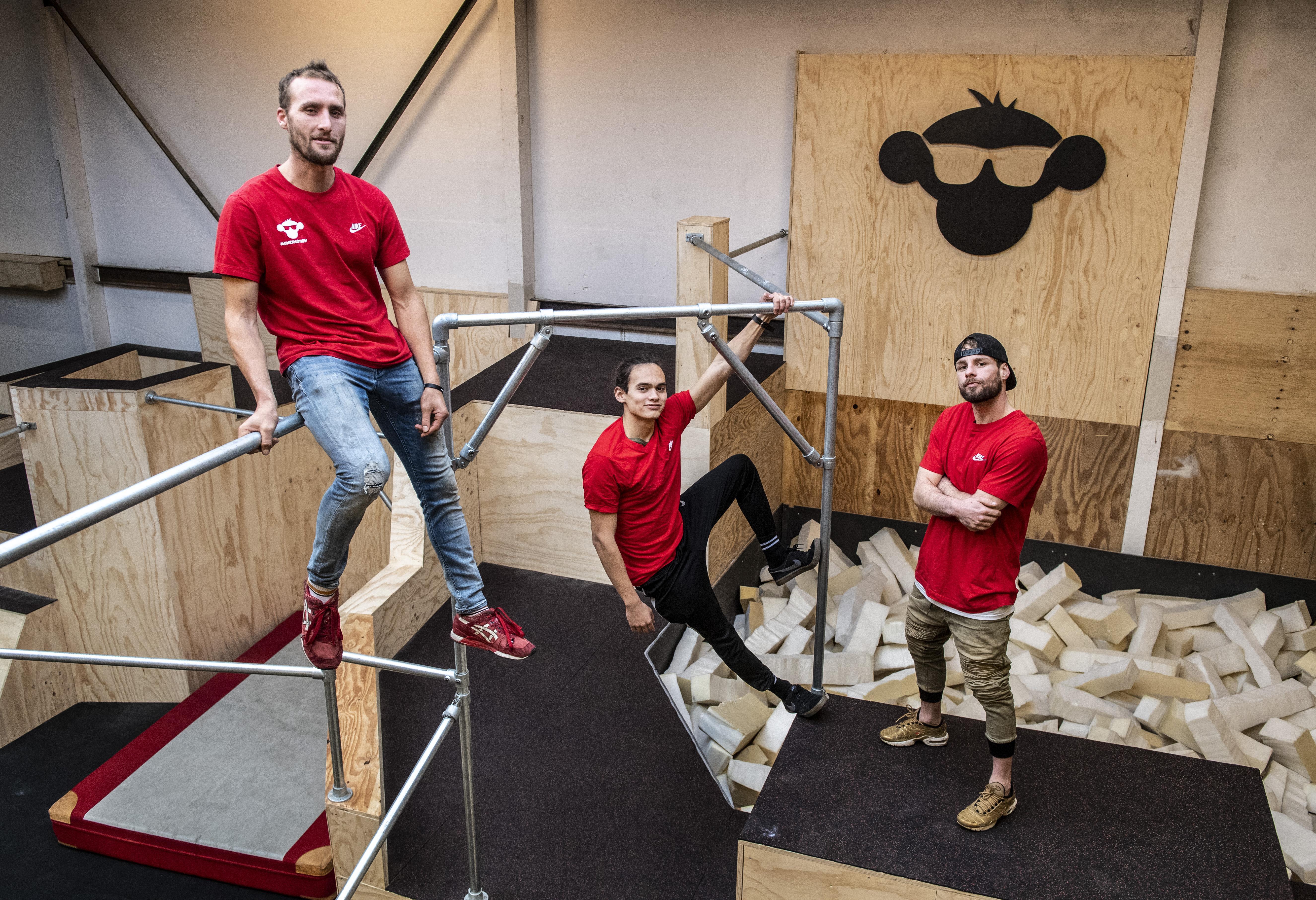 Salto met een zachte landing bij nieuwe freerunhal van Munki Motion in Haarlem