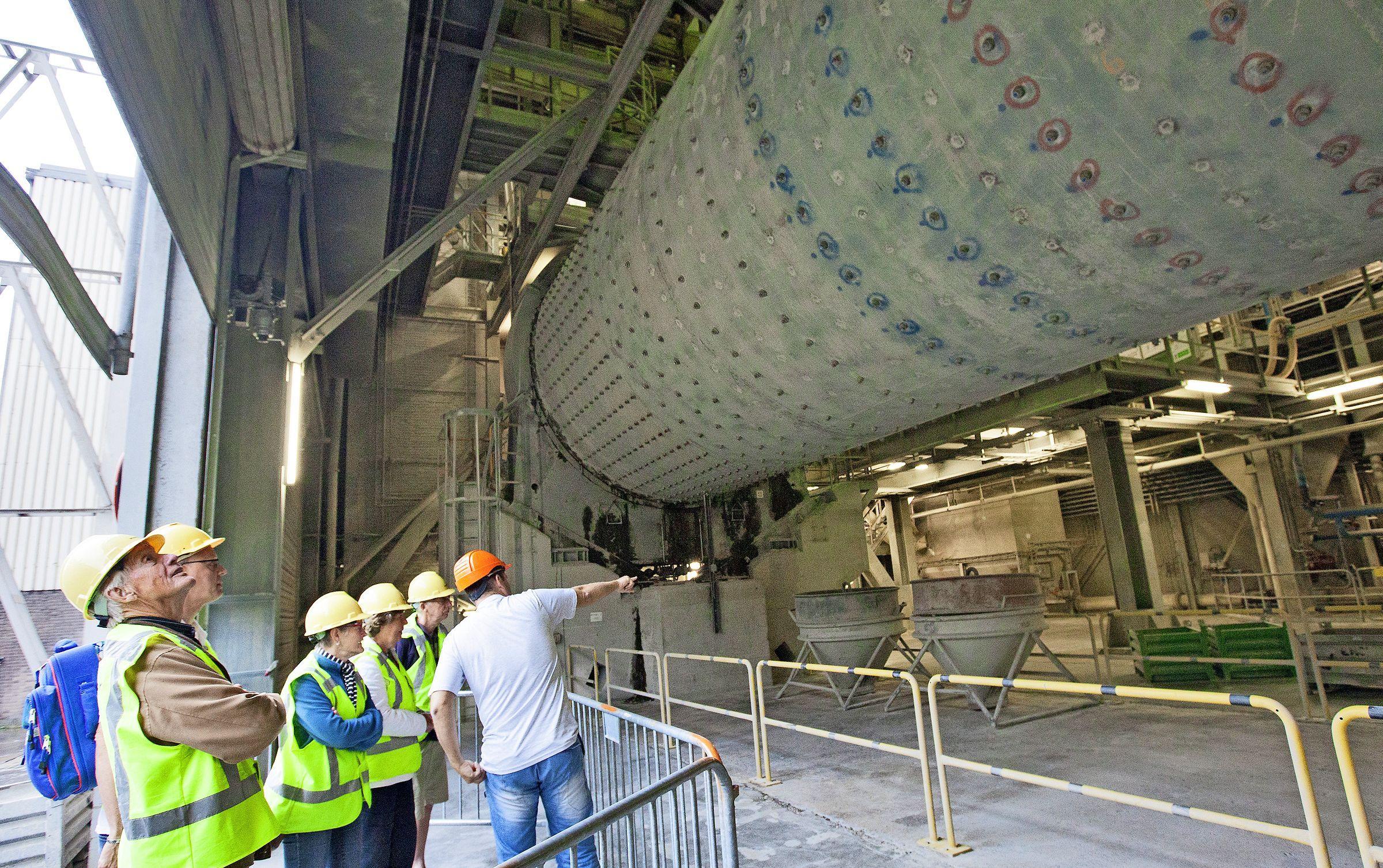 Staking dreigt bij cementfabriek ENCI wanneer directie niet instemt met loonsverhoging. Consequentie: straks geen cement meer voor bouwend Nederland