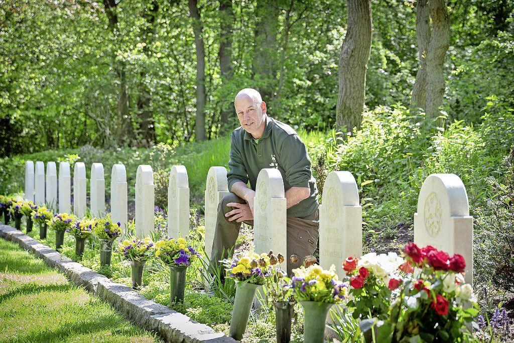 Zoektocht voor eerbetoon bij graven van 25 'vergeten' oorlogsslachtoffers: Erica Otte hoopt vurig op herdenkingsplaquette bij graf oom Gerrit, de dwangarbeider die niet uit Duitsland terugkeerde