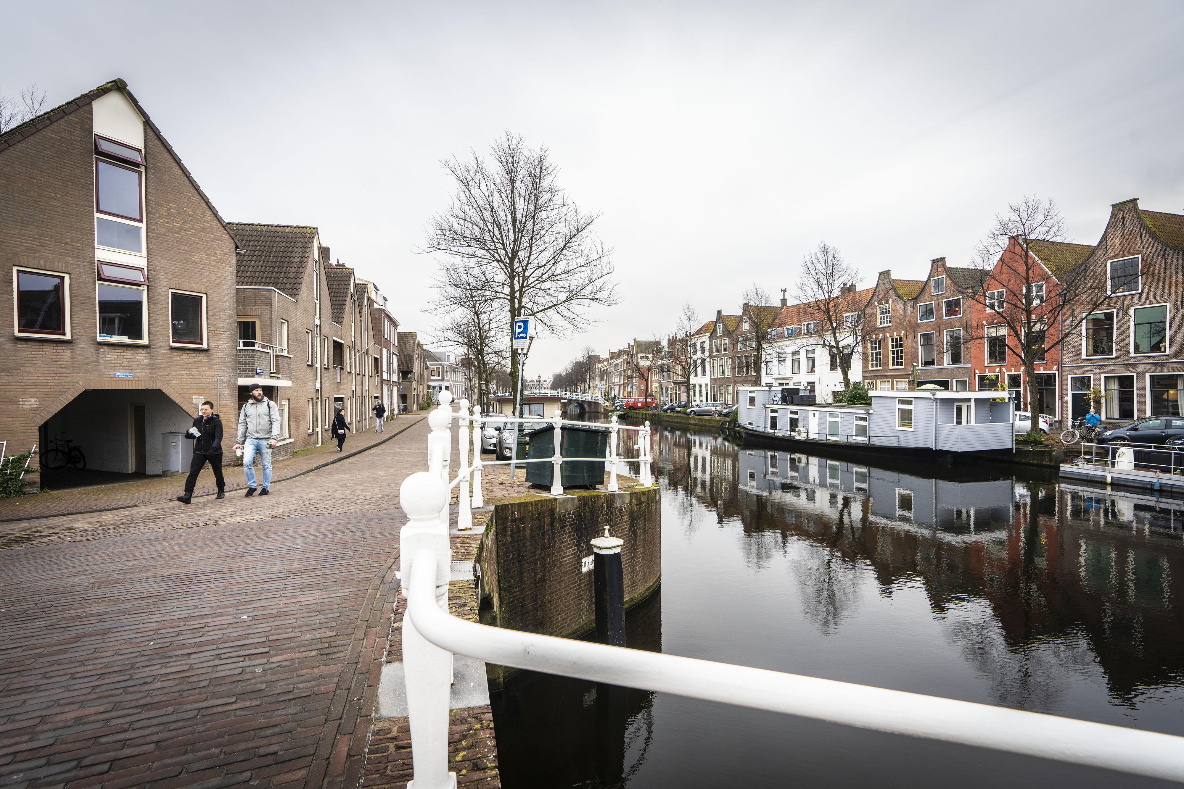 Rachid (42) komt nog elke dag in de Havenwijk-Zuid, ook al woont hij in Oegstgeest. 'Ik beschouw dit nog steeds als mijn buurt'