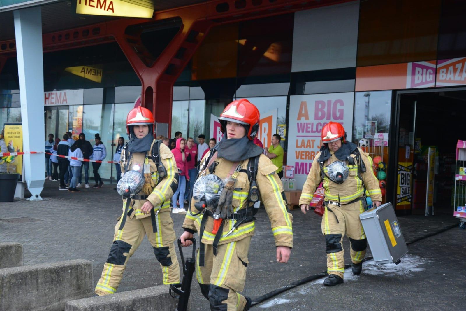 Winkels ontruimd na brand in winkelcentrum in Muiden