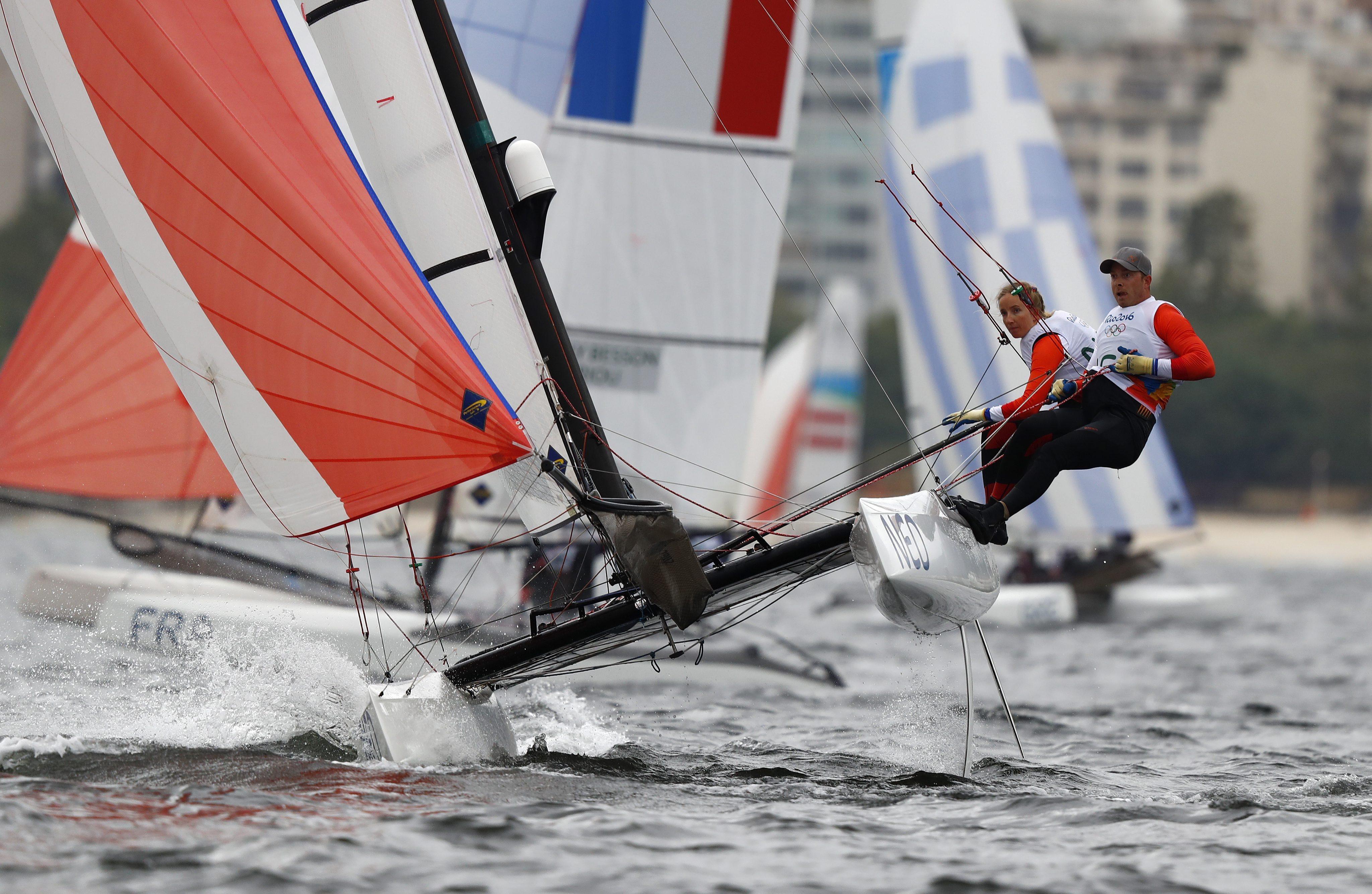 Voormalig olympisch zeiler Coen de Koning is nu de coach van Deense medaillekandidaten, maar zelf nog niet zeker van de Spelen van Tokio