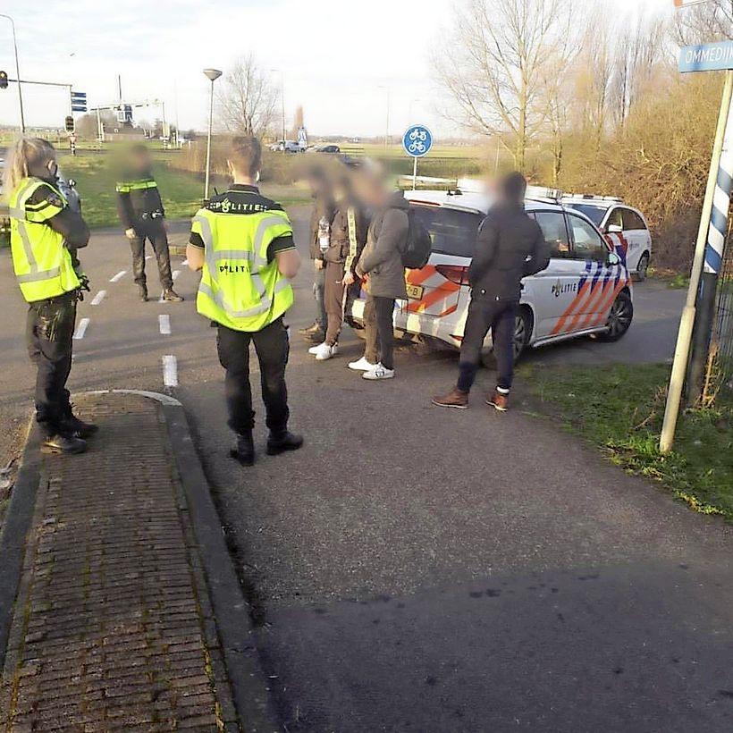 Politie vindt vier Albanese verstekelingen in vrachtwagen bij Zoeterwoude