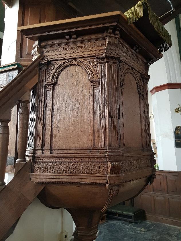 Wie weet nog het verschil tussen een dominee en een pastoor? | Grote Kerk Beverwijk