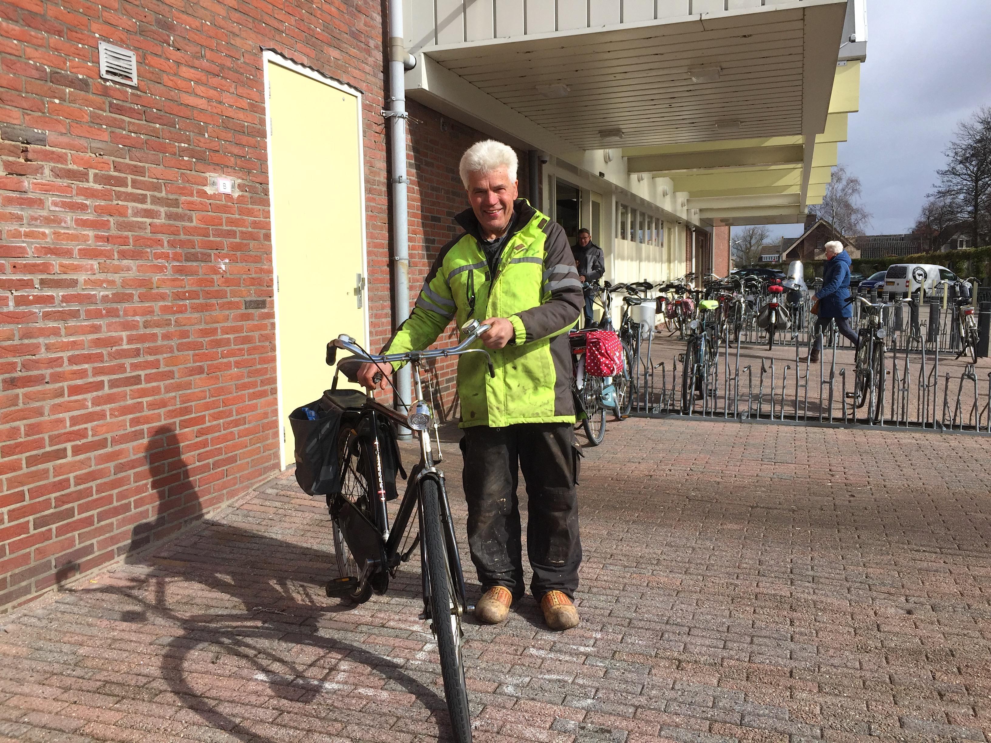 Onderweg: De in Broek op Langedijk gewortelde Piet (67) heeft maar één rotsvast geloof