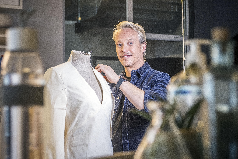 Claes Iversen is een vorstelijk ontwerper en klapt niet uit de school over Máxima