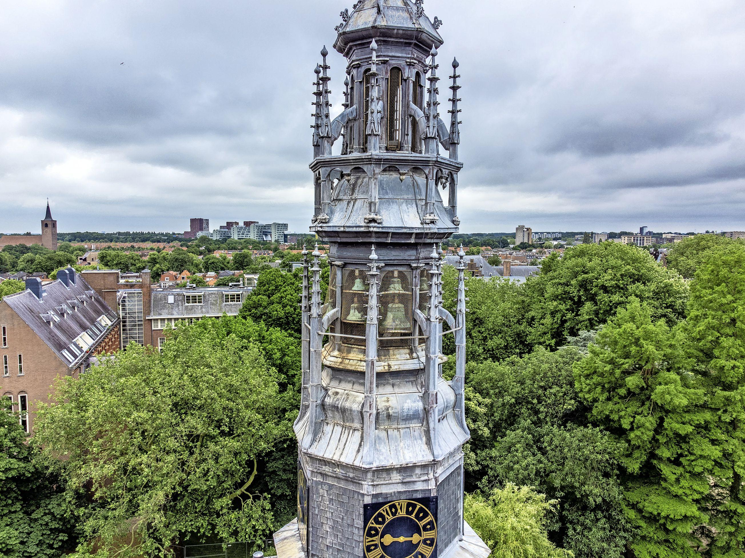 Restauratie carillon Leidse Lodewijkkerk voltooid: 'Er kunnen nu ook concerten worden gegeven'