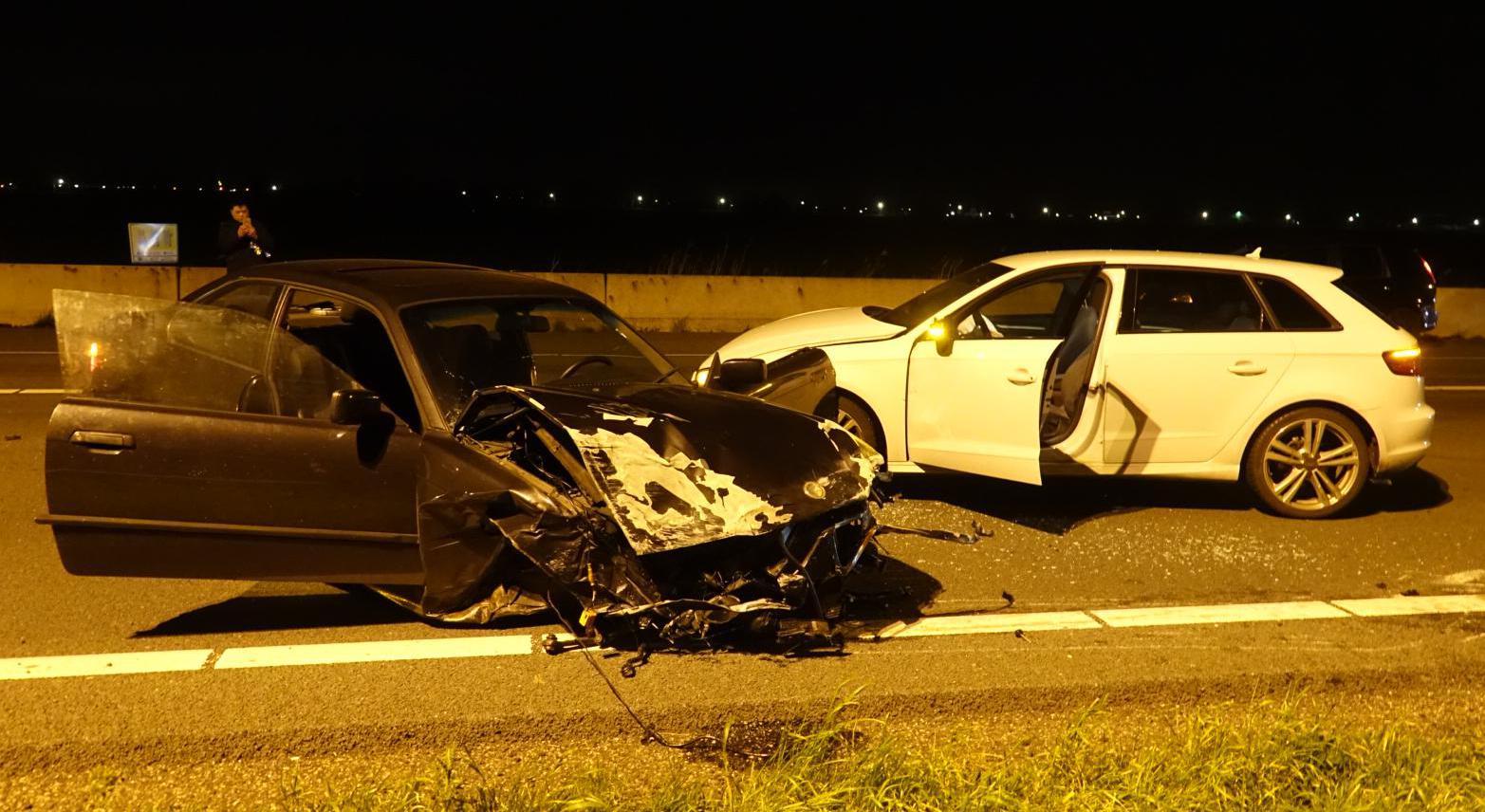Drie gewonden bij ongeluk met drie auto's op A7 bij Wijdewormer
