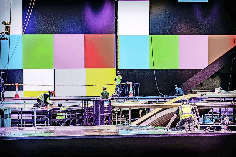 Met Hilversums decor voor Songfestival wordt het aan de Maas ook een beetje een Hilversums feestje