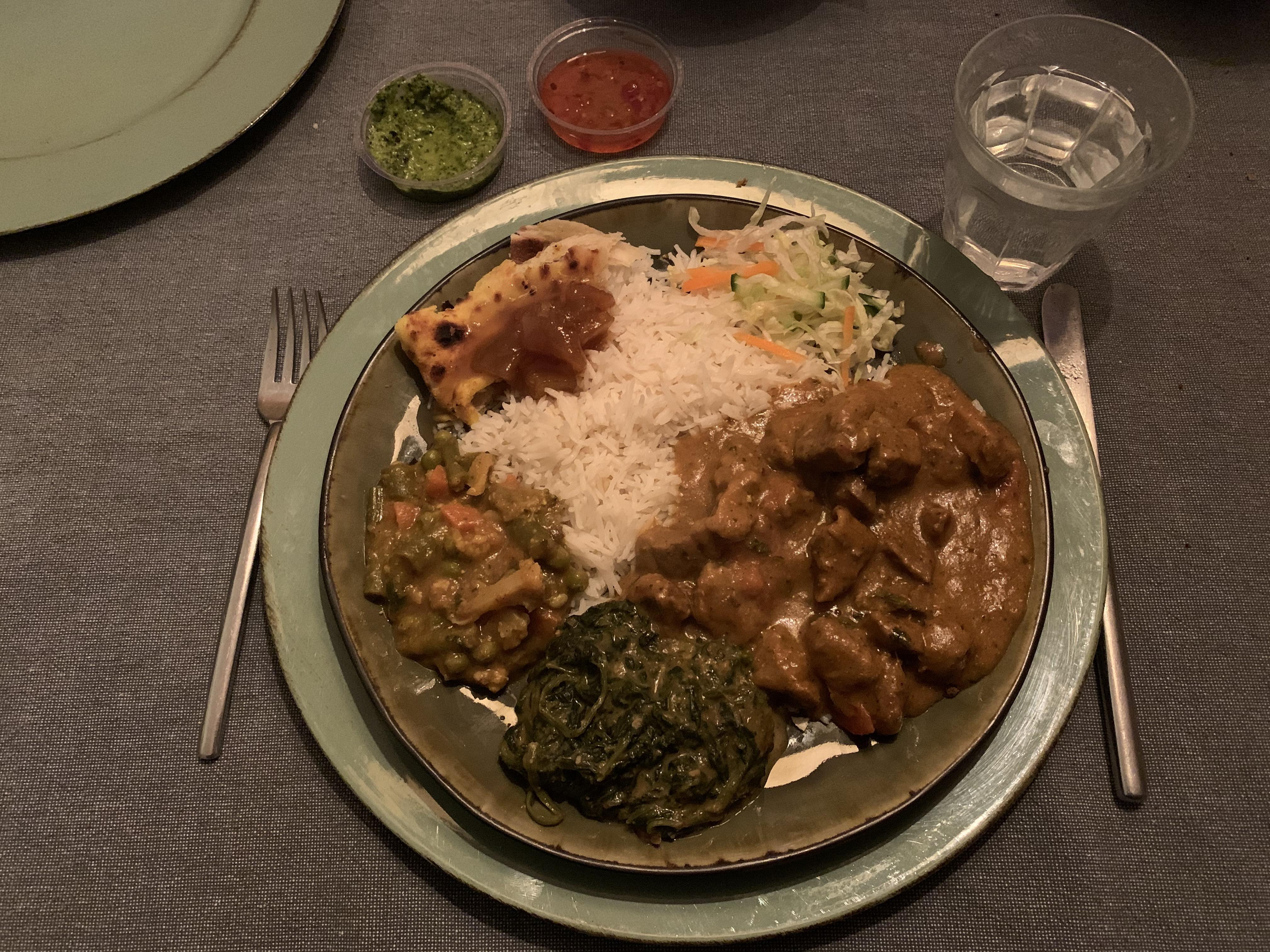 Pittig en veel Nepalees aan huis. Is wat knapperig moet zijn (onderweg) niet papperig geworden? Ghorka in Hilversum onder 't vergrootglas