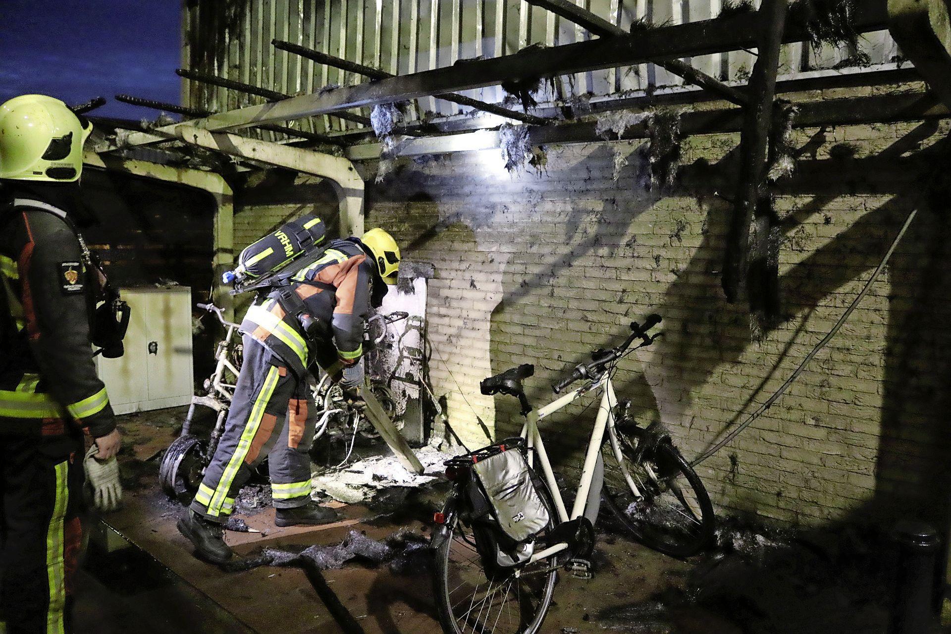 Brand richt schade aan bij krantendepot Hillegom, kranten ruim anderhalf uur later bezorgd