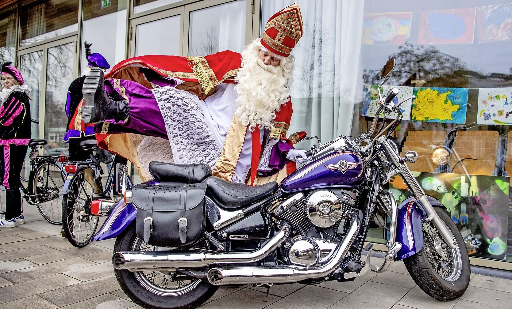 Van filmpjes op digibord tot overnachten in de school: basisscholen in Gooi en Vechtstreek trekken alternatieven uit de kast om toch Sinterklaas te vieren