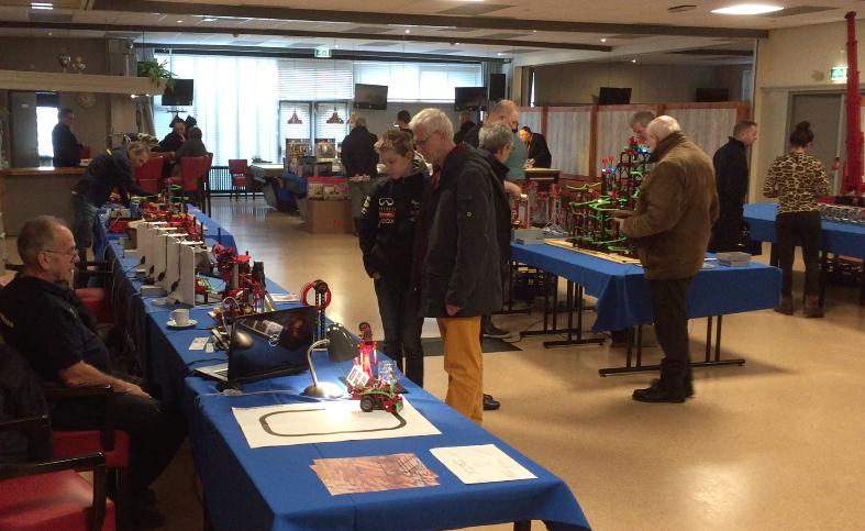 Hijskranen, kermisattracties en een robotarm tentoongesteld; Lutjebroek loopt uit voor technisch speelgoed [video]