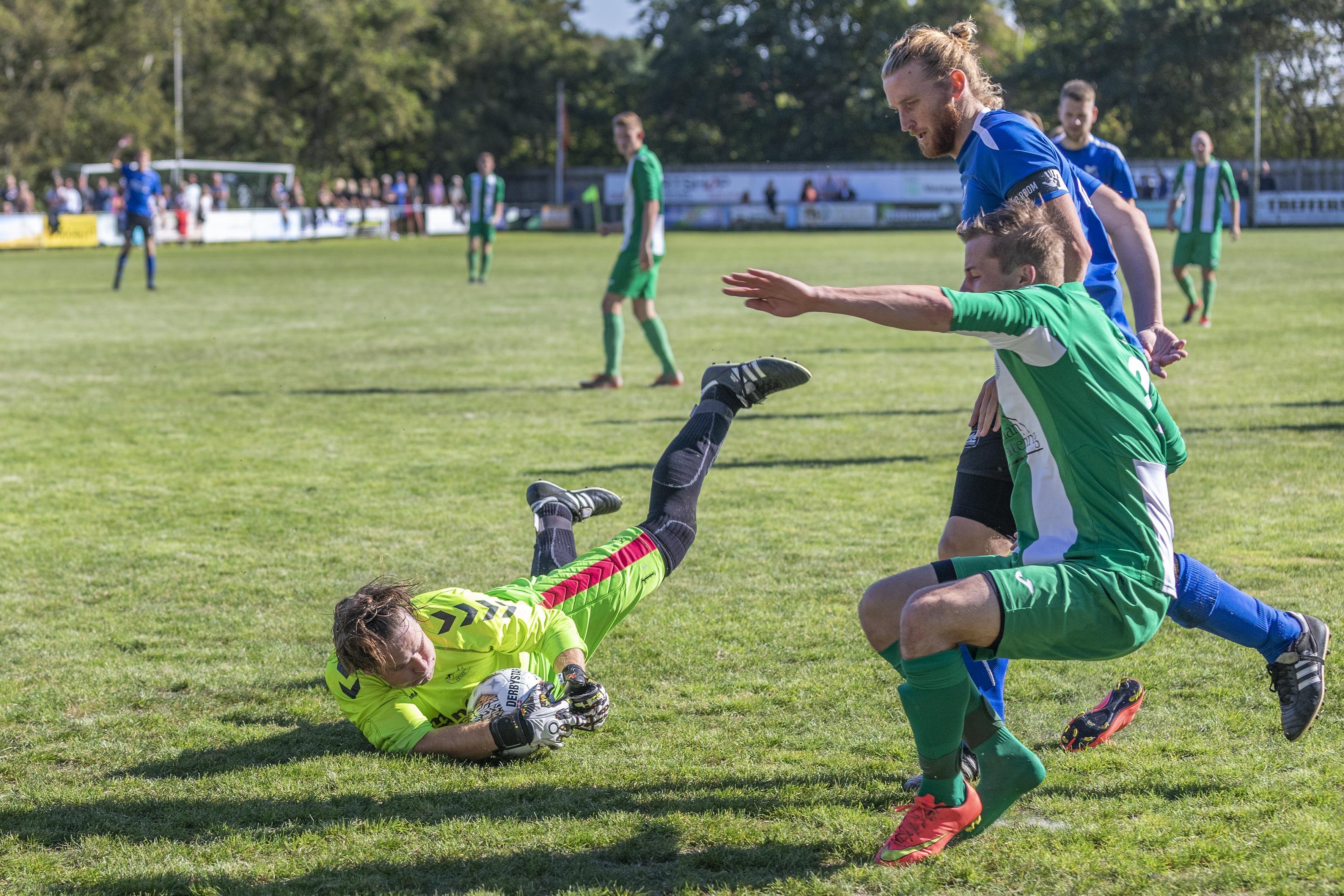 Keepers herkennen dat gevoel van hengelen tussen twee palen zoals Delano van Crooy met VVV tegen Ajax moest doen: 'Ik ben de uitslag meteen weer vergeten'