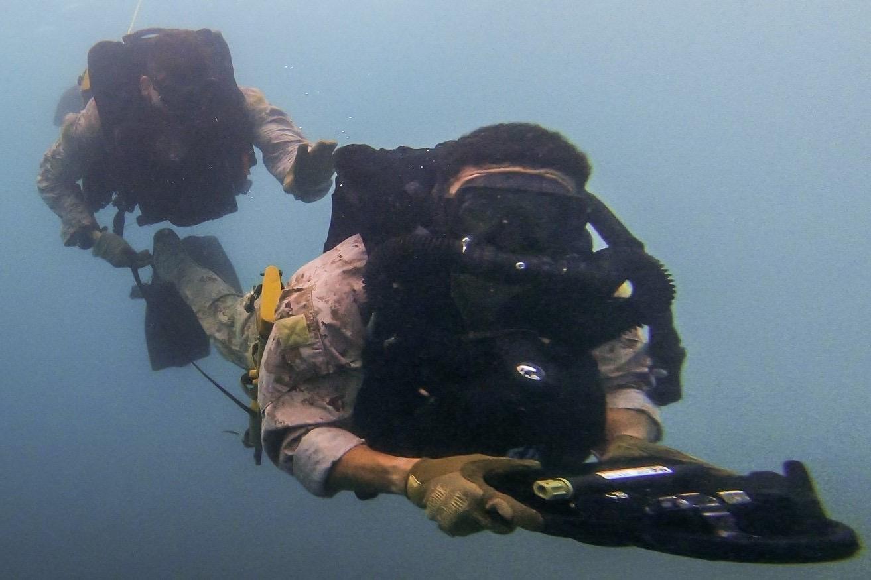 Amerikaanse mariniers steken dankzij Korps Mariniers fijne kneepjes van het duiken in tropische wateren op