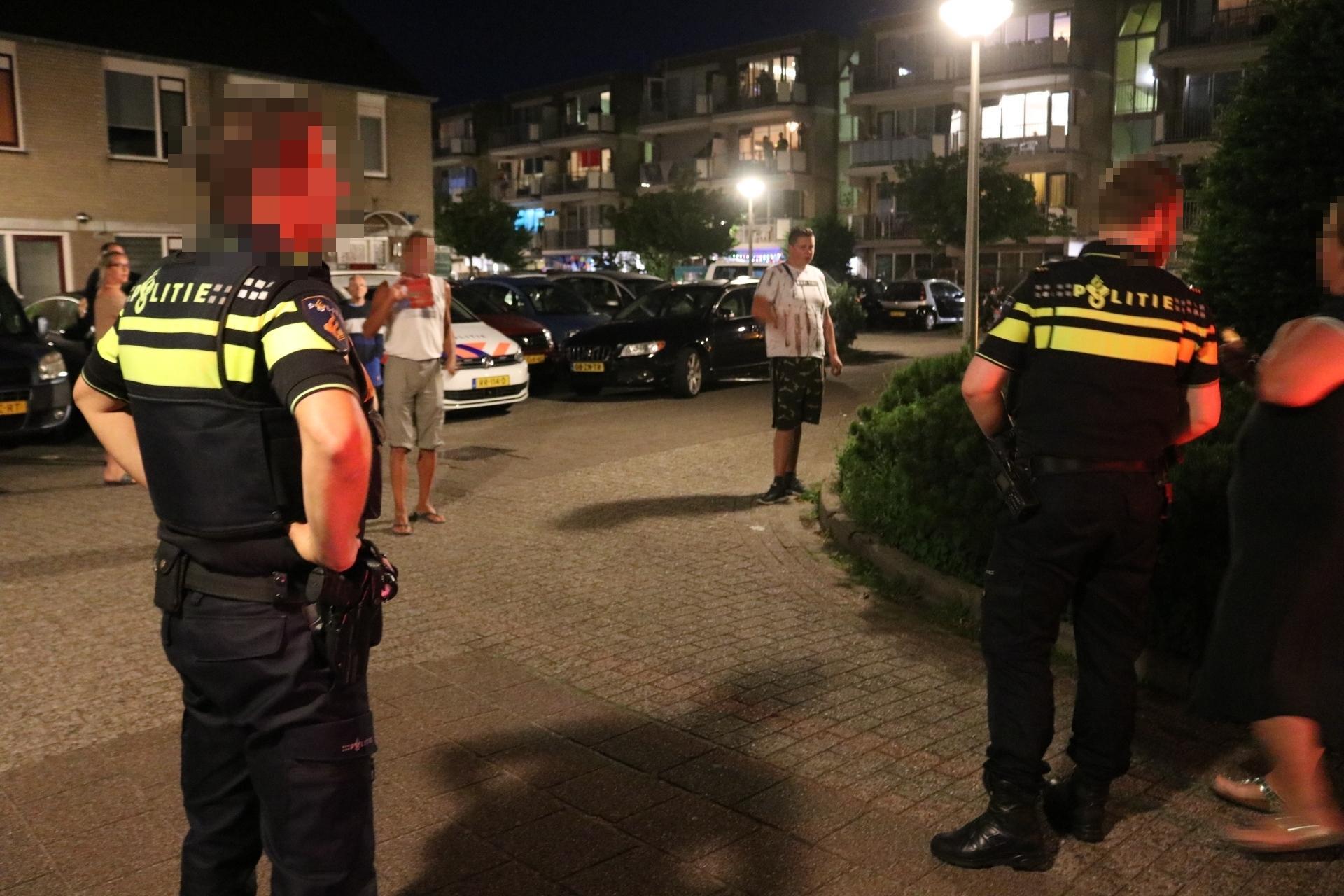 Omstander hindert ambulancepersoneel en agenten tijdens reanimatie in Noordwijkerhout