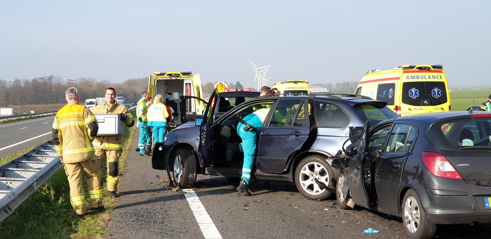 Drie gewonden bij ernstig ongeluk op A7 bij Medemblik [video]