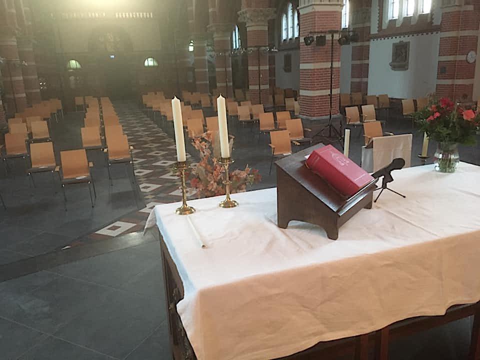 De eerste viering is zondag weer in de Corneliuskerk in Limmen, en monseigneur Hendriks zegent het altaar in