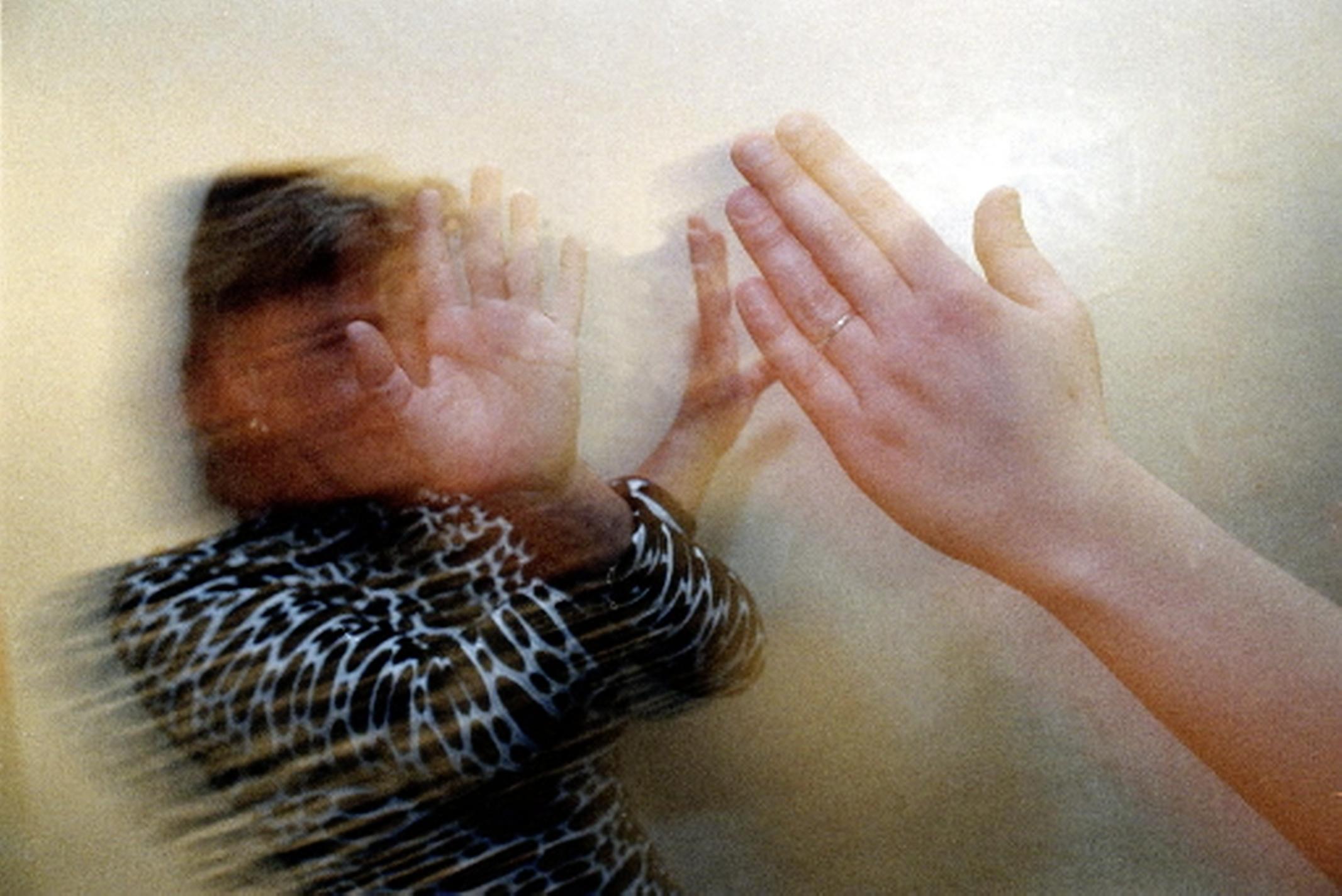 Corona, thuiswerken en de schoolsluiting hebben in veel gezinnen voor extra spanningen gezorgd. Meer meldingen van huiselijk geweld, minder huisverboden opgelegd