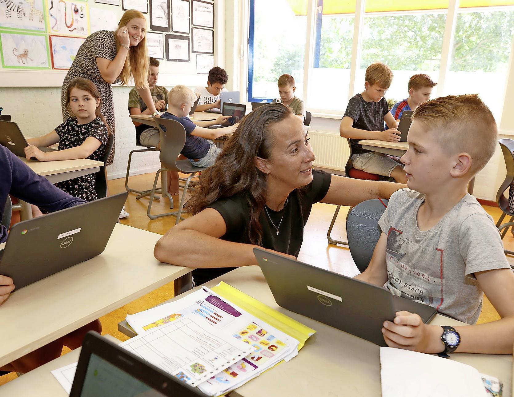 Lonneke Balder, schooldirecteur van De Regenboog in Stroet, baalt van verlengde sluiting. 'Ik had het liever anders gezien, maar ik wil niet mopperen'