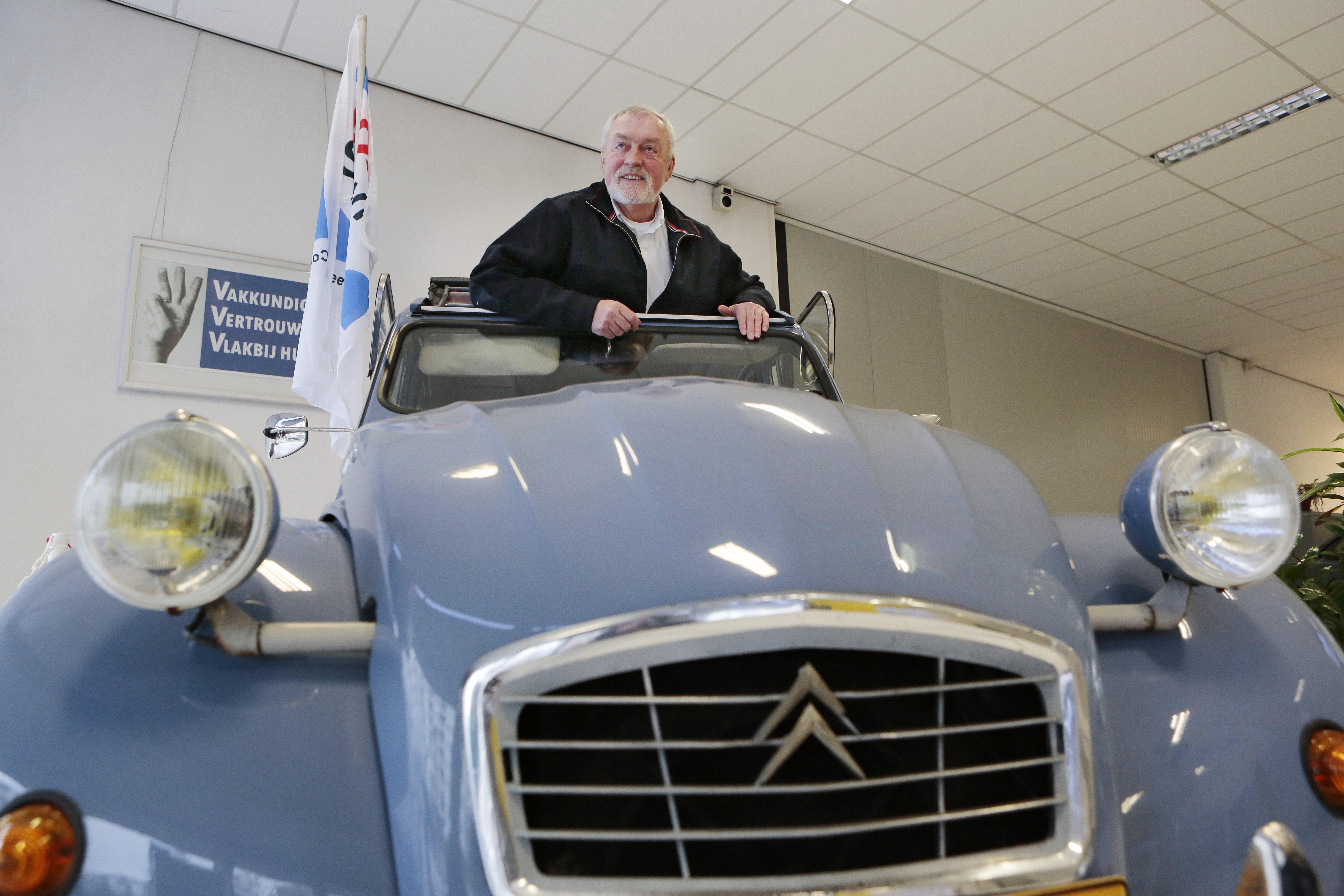 Theo van Kan (70) stapt na bijna 50 jaar uit autobedrijf, maar gaat niet achter de geraniums zitten: 'Nooit'