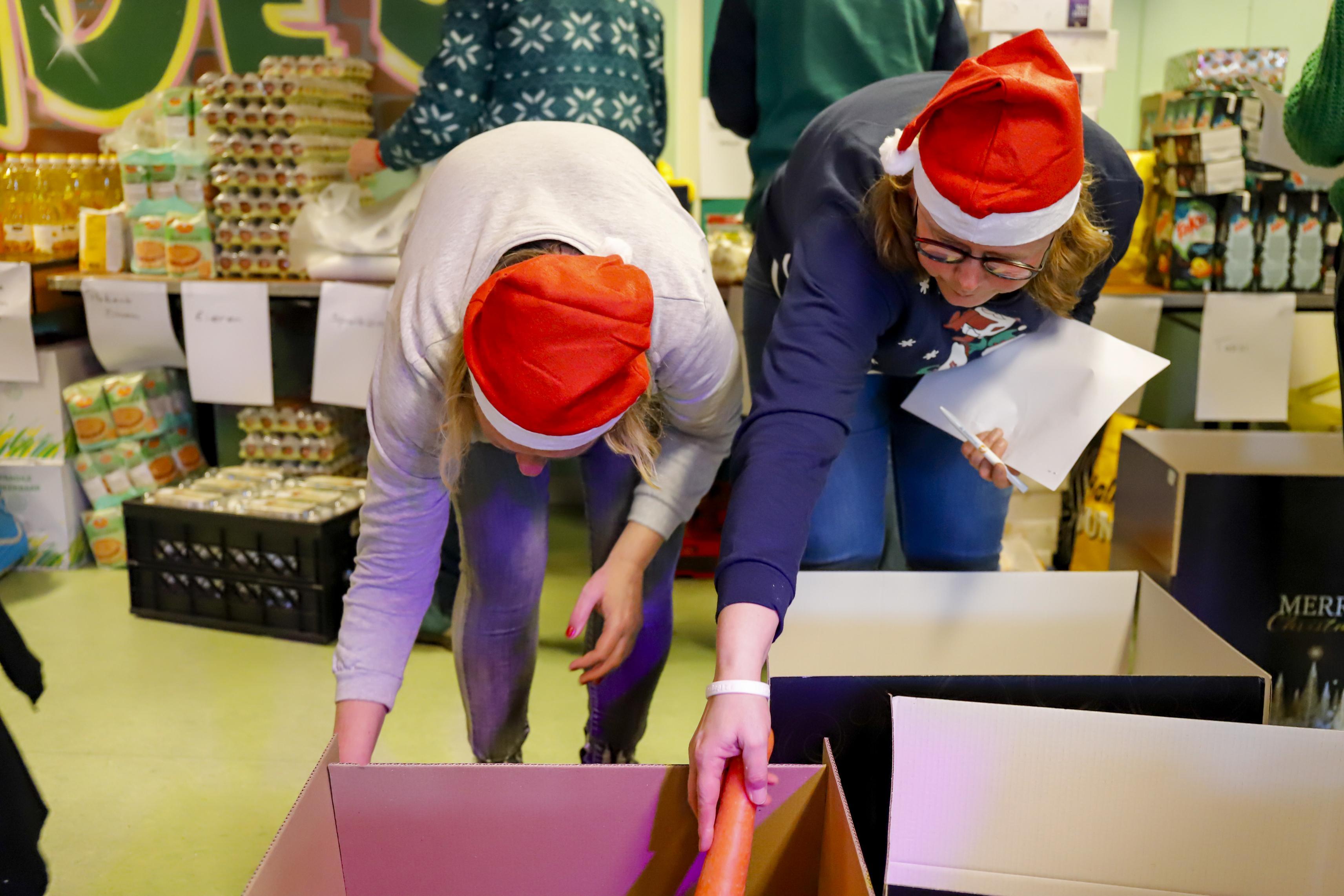 Kerstpakket met steak tartare voor arme gezinnen uit de IJmond