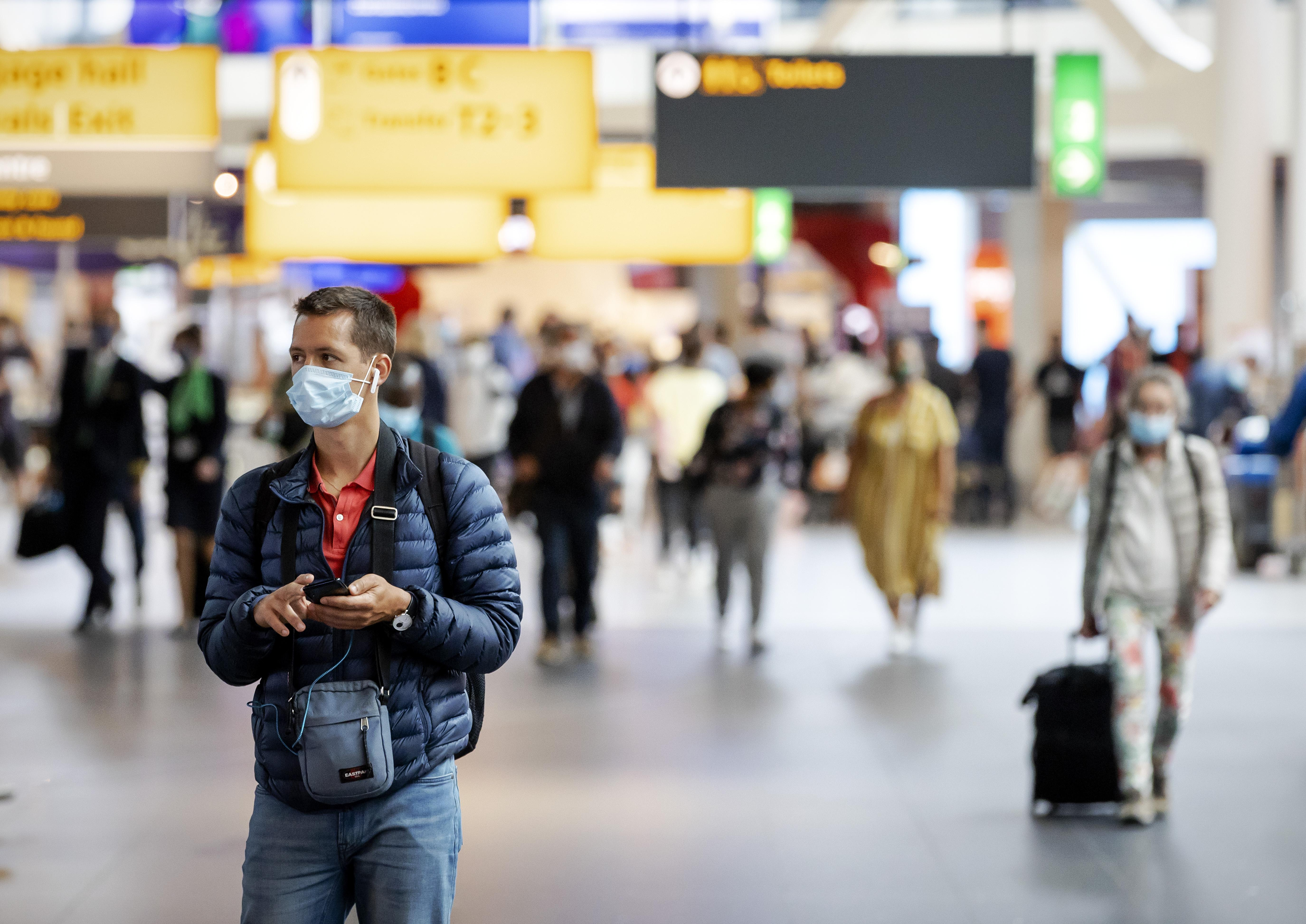 Schiphol vervoerde in juni 93 procent minder passagiers