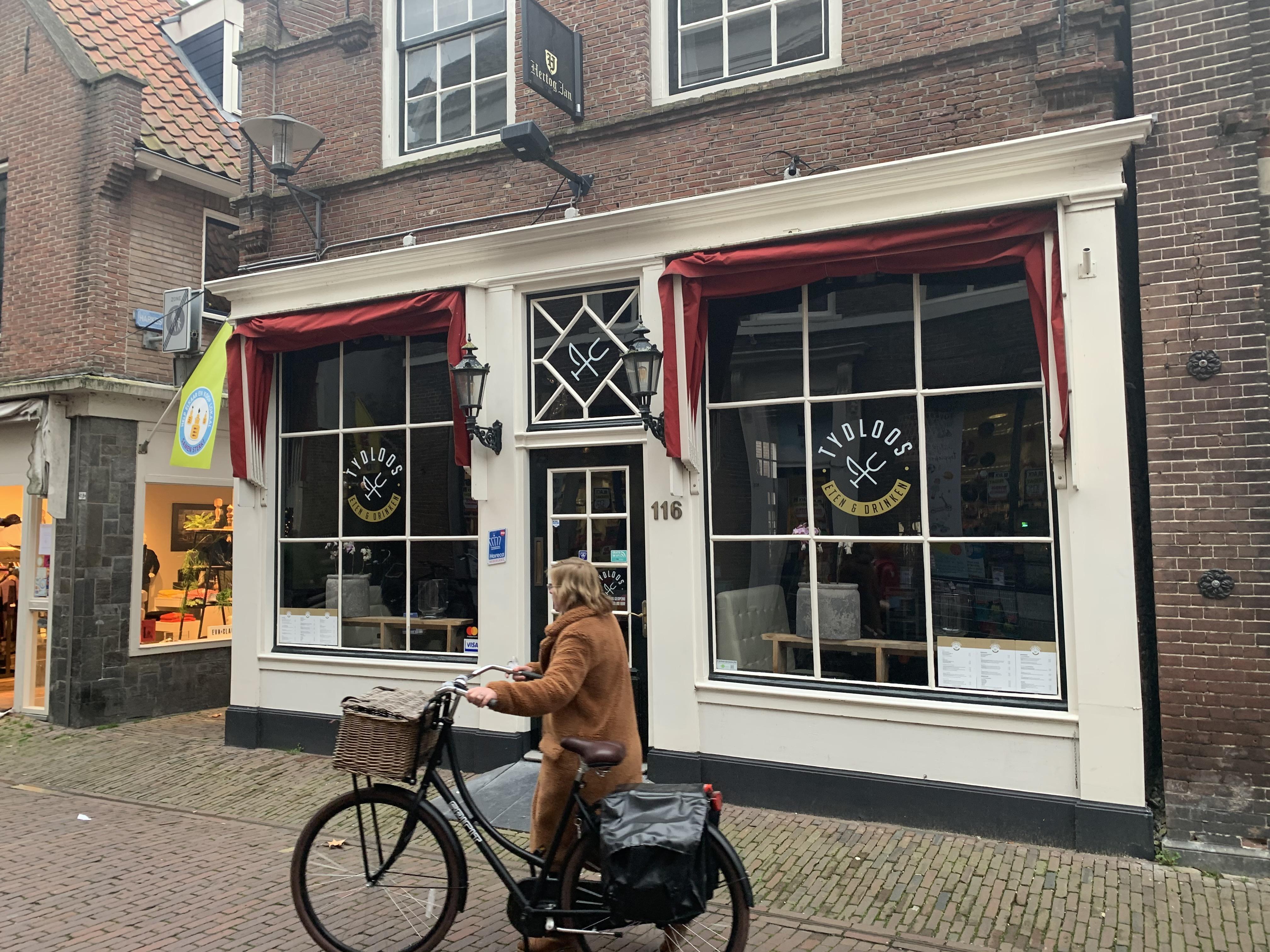 Restaurant Tydloos is de eerste in Enkhuizen die omvalt, maar ook de rest van de horeca heeft het moeilijk. 'De in zeven jaar opgebouwde buffer is op, we beginnen opnieuw'
