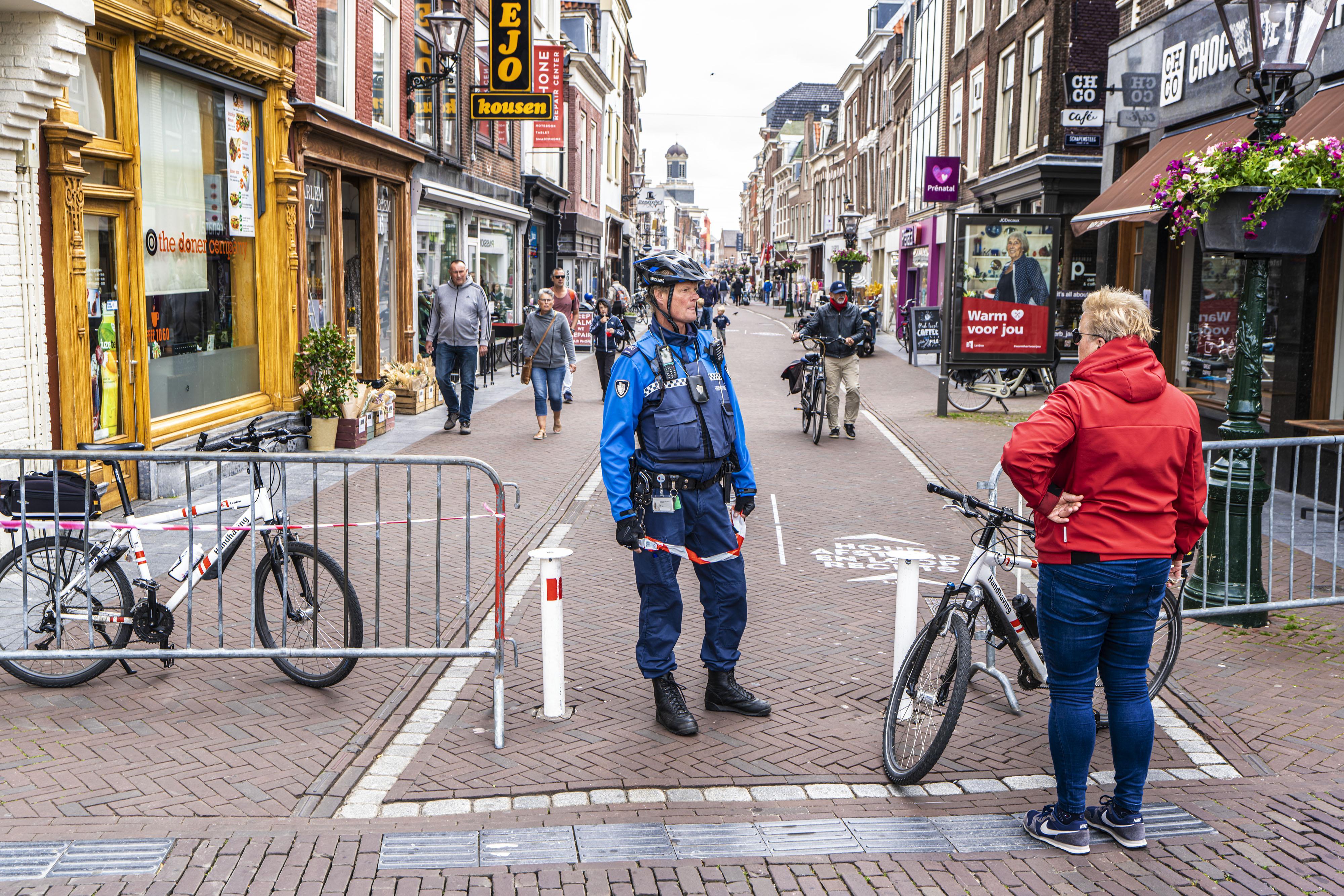 Drukte in Leidse winkelstraten valt nog mee, zegt gemeente. Alphen roept winkelend publiek op weg te blijven