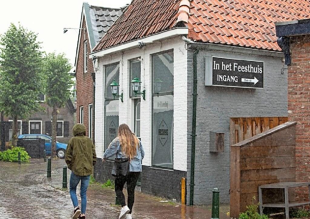 Weer horeca in Bunschoten in de fout met coronaregels; Café De Slok krijgt boete vier mille; 'Publiek was schouder aan schouder aan het springen'