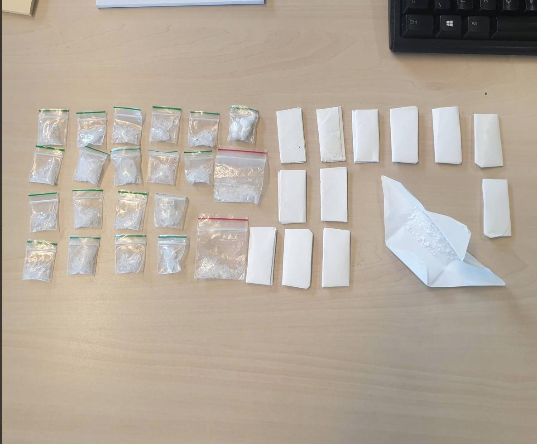 Hoofddorper aangehouden in Oostzaan met 33 zakjes drugs in onderbroek