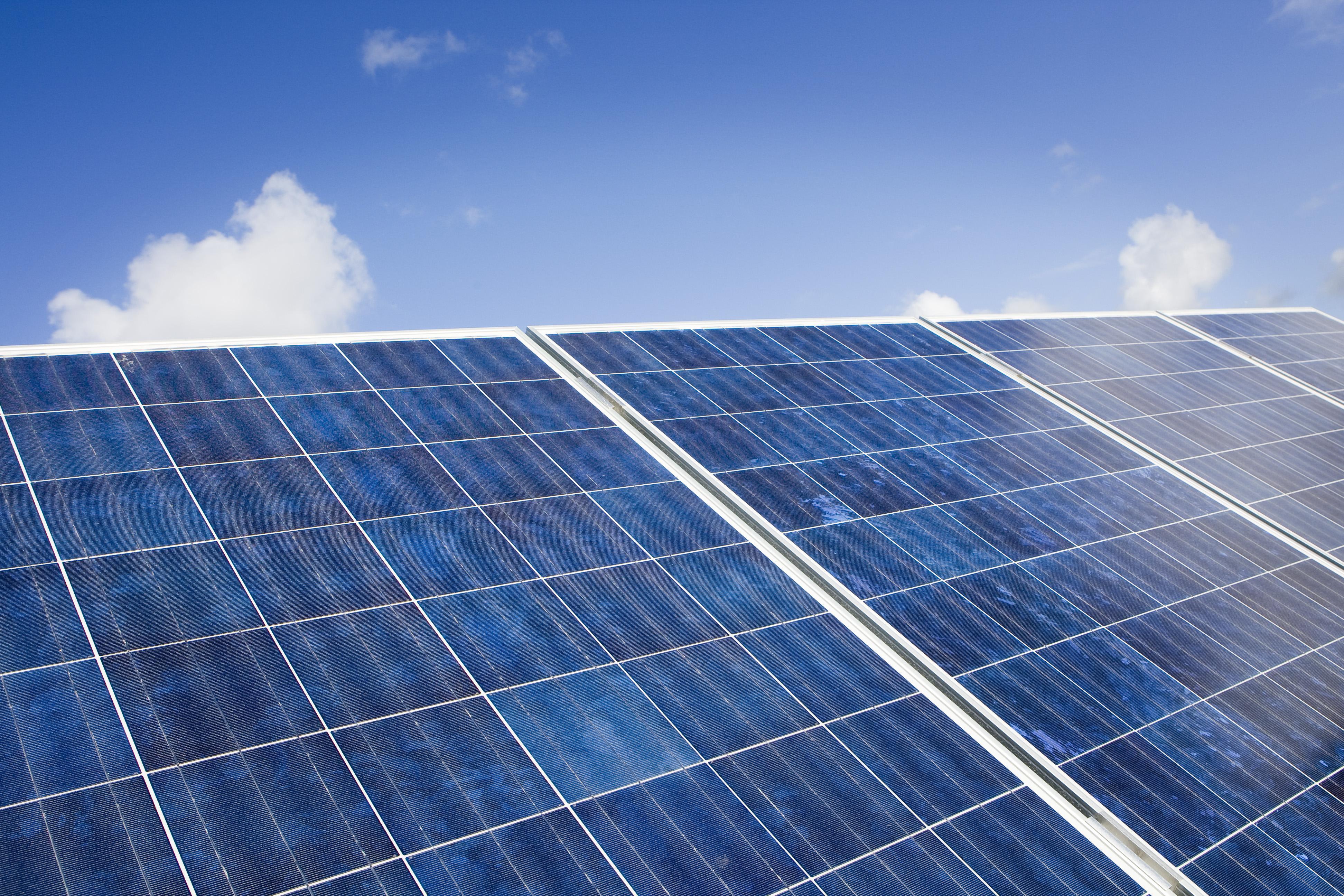 Alle Heemsteedse huizen van het gas af blijkt niet mogelijk; politiek zet nu in op zonnepanelen op parkeerplaatsen en platte daken
