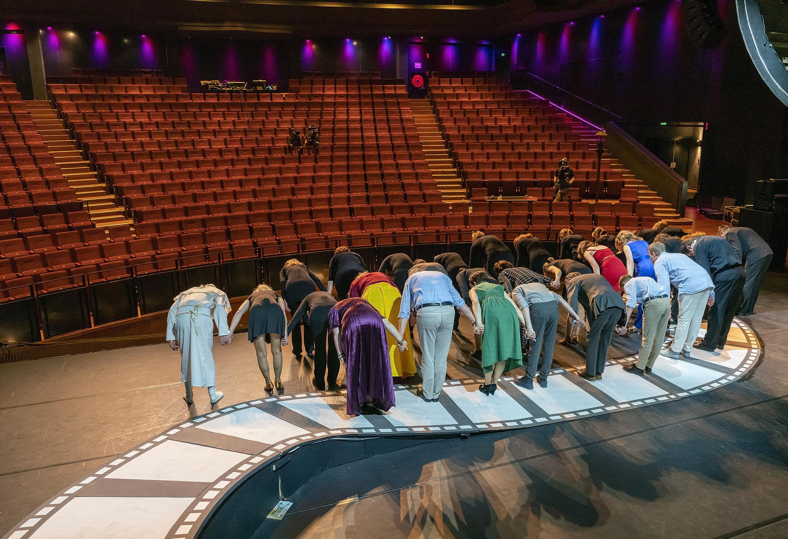 Theaters in Alkmaar, Hoorn, Heerhugowaard en Den Helder vragen ontheffing van zaalbeperking en willen meer dan 30 bezoekers. 'Zo'n ontheffingsmogelijkheid staat er natuurlijk niet voor niets in'