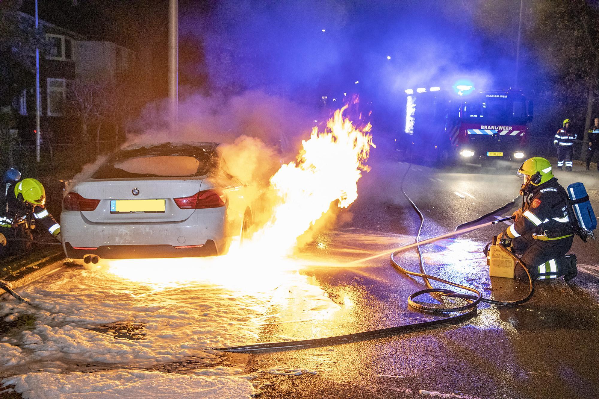 Geparkeerde auto helemaal uitgebrand in Heemstede