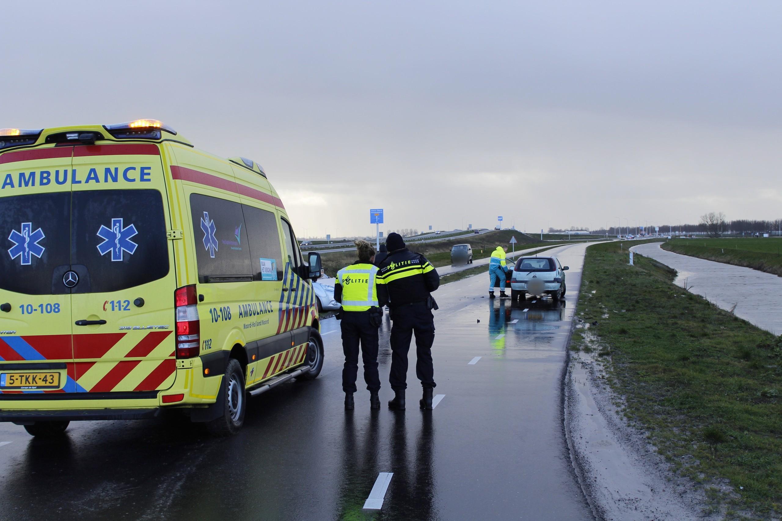 Gewonde en veel schade bij frontale botsing in Grootebroek