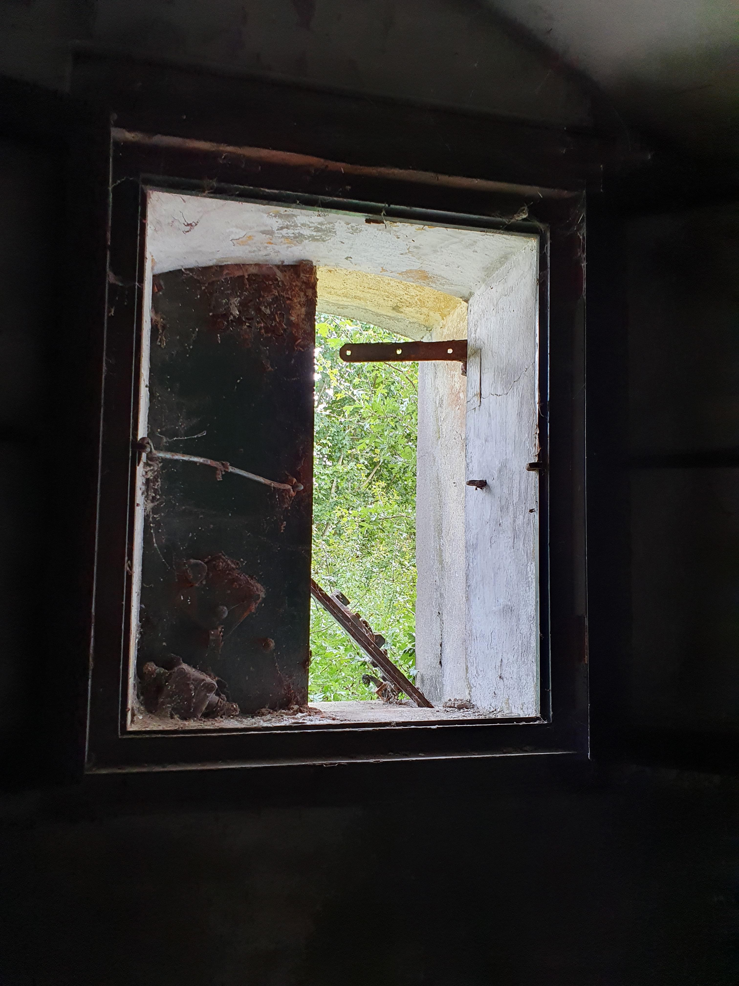Onderdelen historische wapens en sleutels gestolen in Fort benoorden Spaarndam, schrik om inbraak