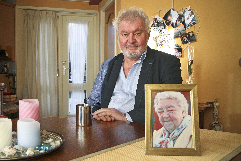 Horeca-icoon Ed Stiekema uit Den Burg overleden. 'Ed was als een vader voor ons'