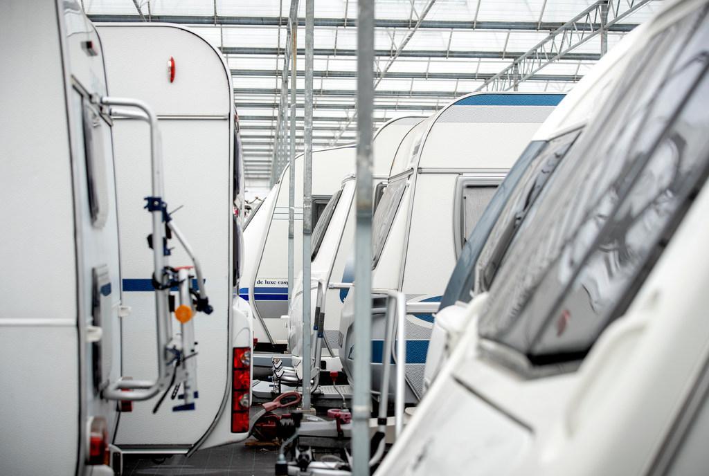 Caravans in plaats van planten in kassen: run op winterstallingen in Zaanstreek en Beemster