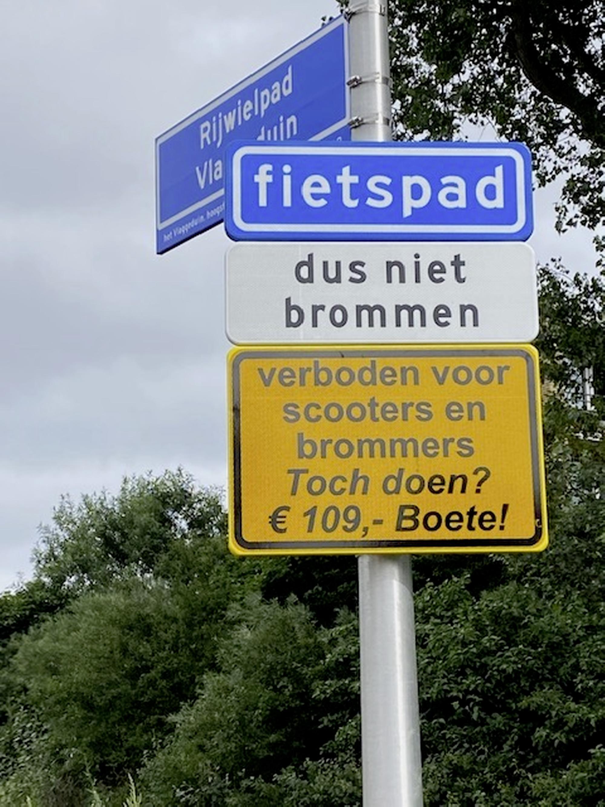 Katwijk gaat in op wensen omwonenden fietspad Vlaggeduin en plaatst extra bord tegen scooterrijders