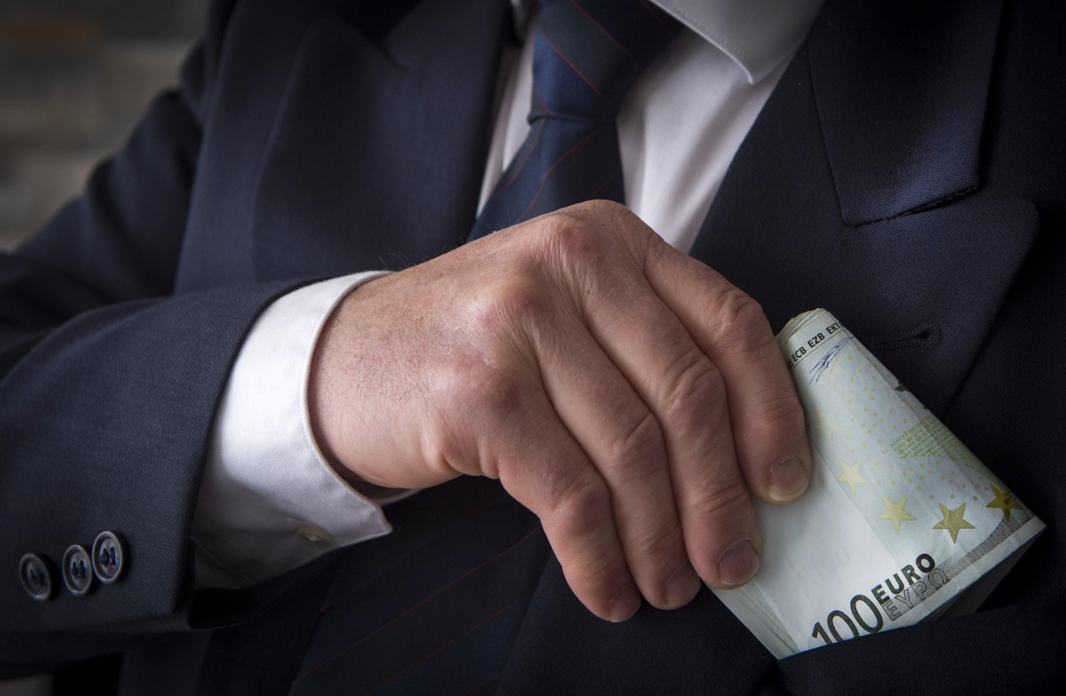 Aangifte Haarlems busbedrijf Jan de Wit tegen medewerker om smeergeld