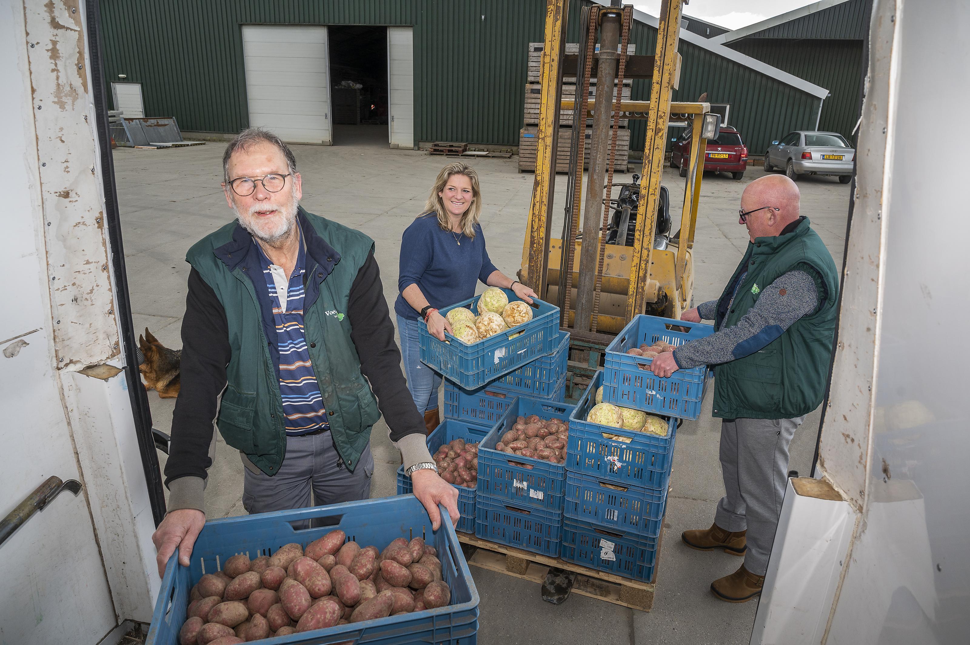 Tweehonderd kilo aardappelen uit de Beemster naar Purmerend: Oudendijker Peter Geel is voedselbank niet vergeten