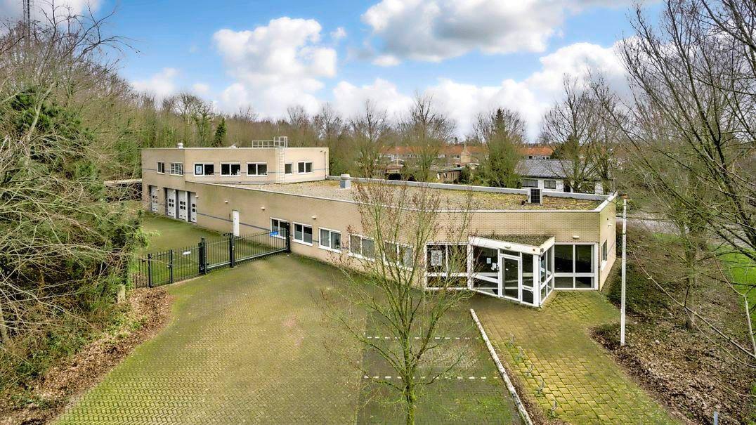 Wonen in een oud politiebureau? Dat kan. Het voormalig kantoor in Wieringerwerf wordt binnenkort ter veiling aangeboden