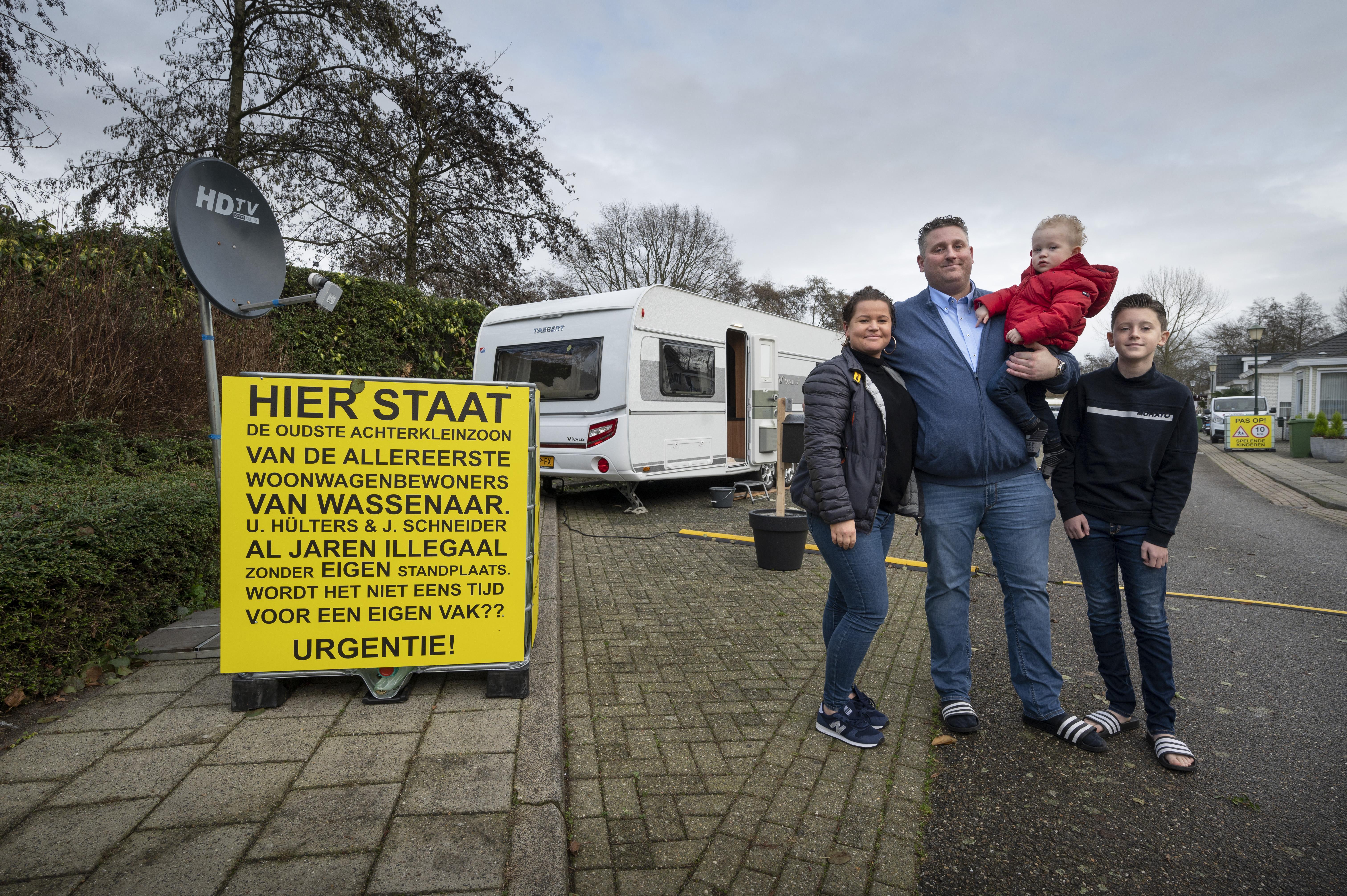 Gezin woont al anderhalf jaar in een toercaravan op Wassenaars woonwagenkamp: 'De drang om met familie bij elkaar te staan, zit zo diep. Dat is voor een buitenstaander bijna niet uit te leggen'