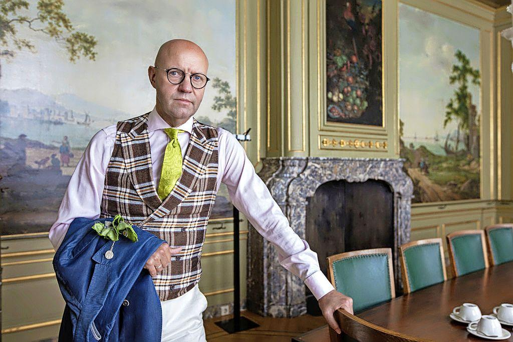 Wopke Hoekstra debatteerde met jasje open en dat kan echt niet, volgens pedel Erick van Zuylen: 'Zijn stropdas zat ook scheef'