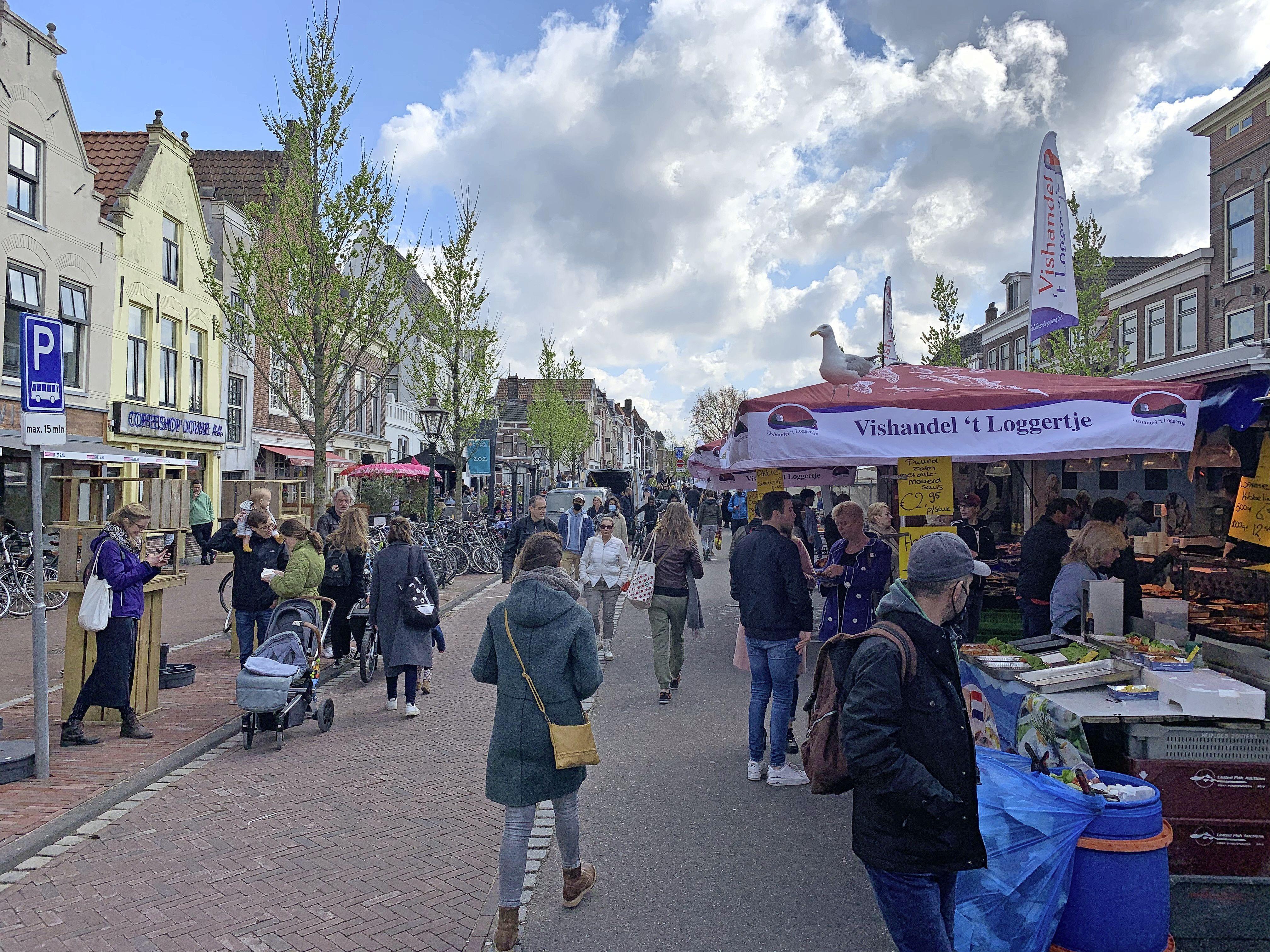 Nederlanders massaal aan het shoppen in eerste weekend na versoepelingen. Leiden roept op om niet meer naar de binnenstad te komen