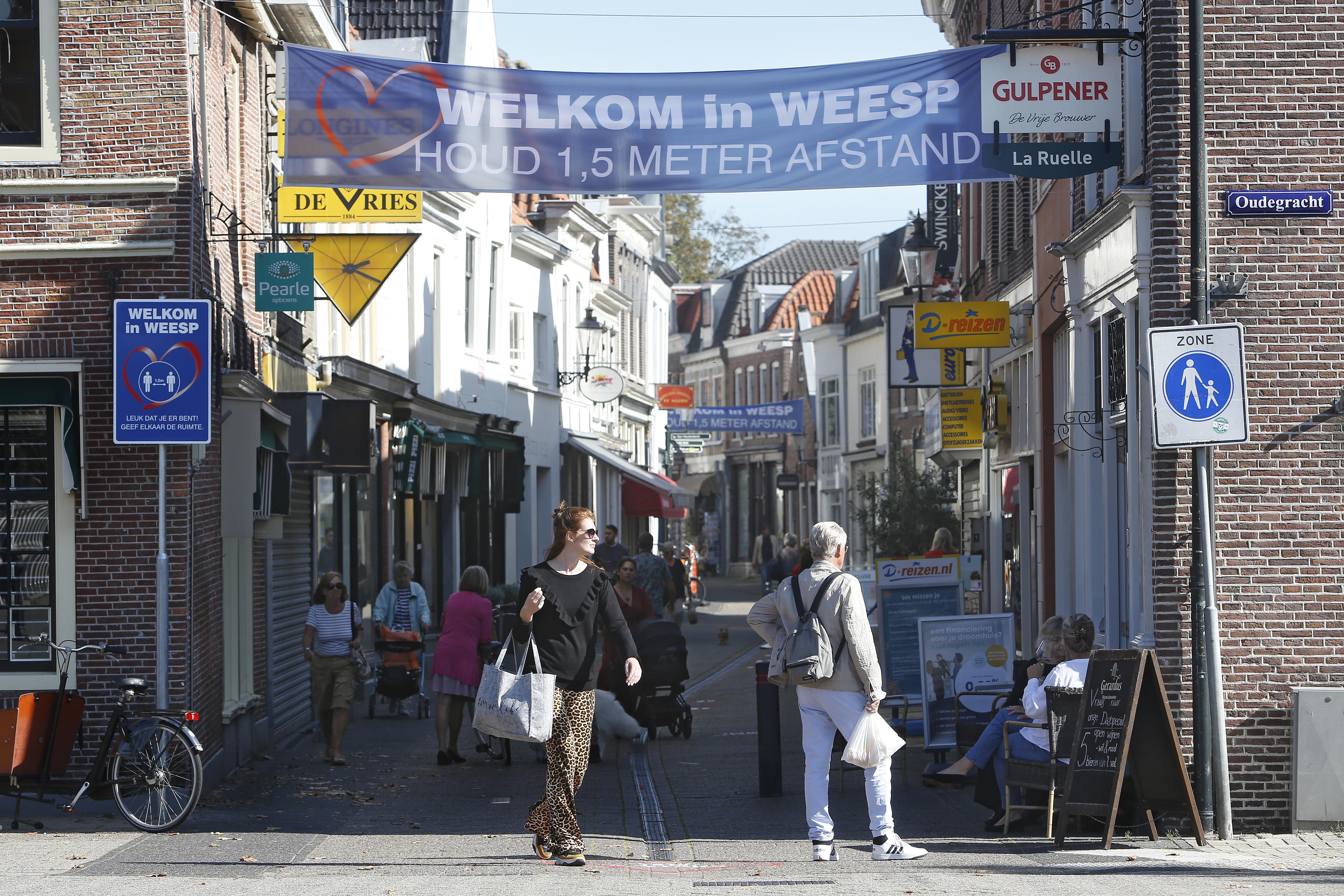 Het mysterie van Weesp. De grootste coronabrandhaard van Nederland, maar niemand is ziek. 'Typisch Weesp. We staan weer eens bovenaan een lijstje en wij weten nergens van'