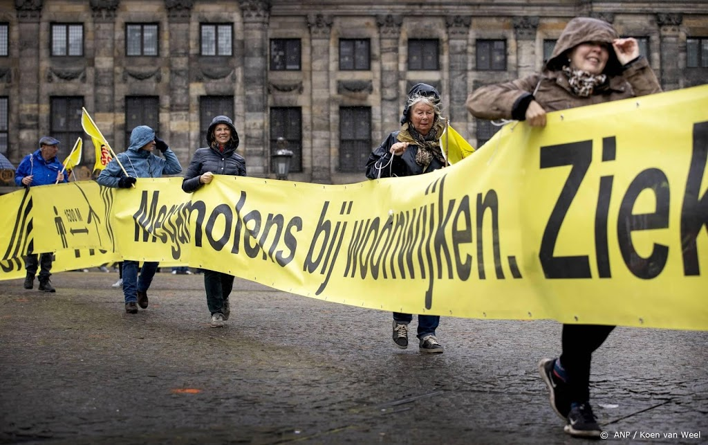 Protest tegen grote windmolens in Amsterdam