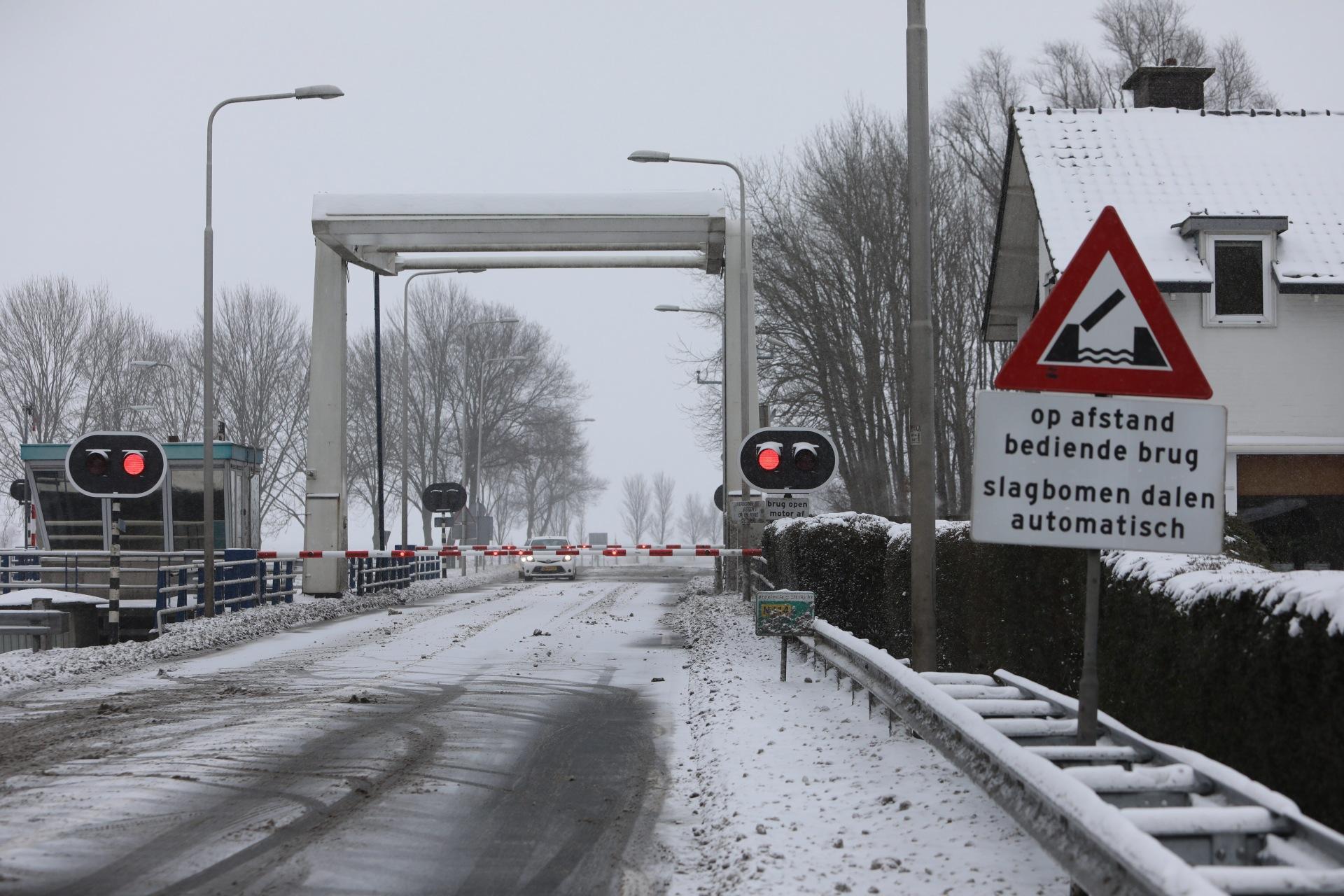 Storing Eembrug, verkeer over Bisschopsweg enige tijd gestremd