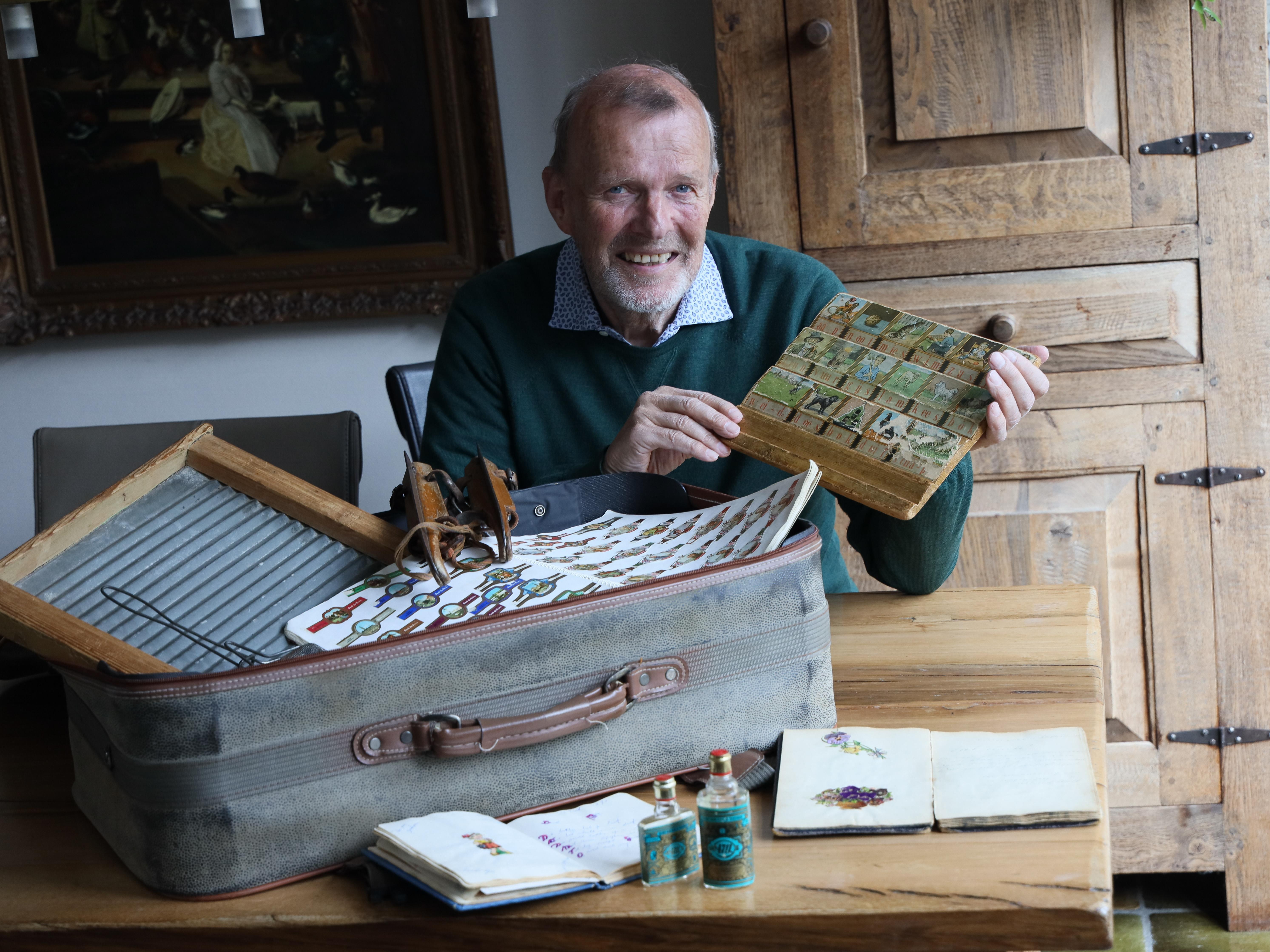 Rein de Wit en zijn koffer met een rijk verleden: 'De knijpkat is altijd goed voor nieuwe verhalen van mensen met dementie'